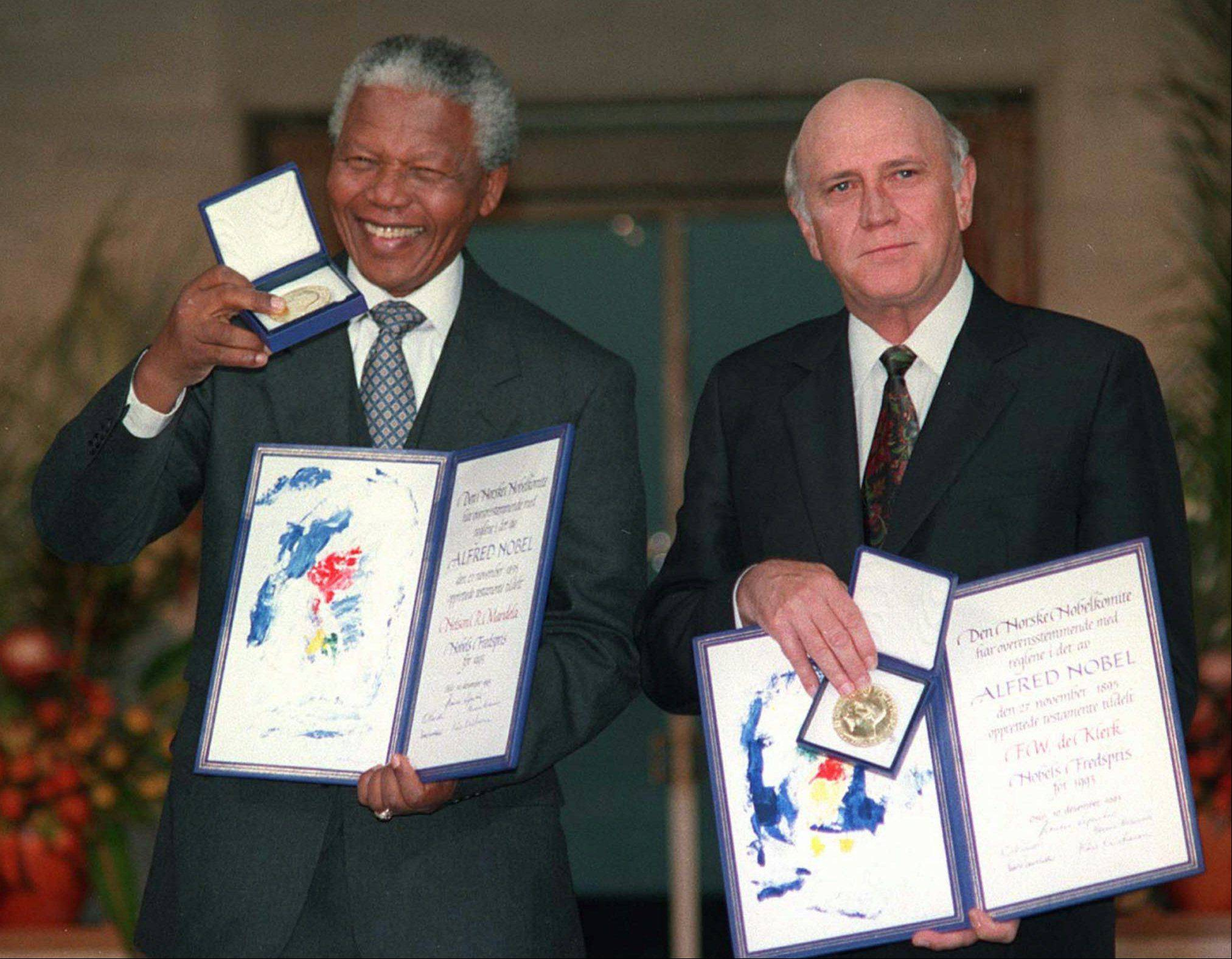 South African Deputy President F.W. de Klerk, right, and South African President Nelson Mandela pose with their Nobel Peace Prize Gold Medal and Diploma, in Oslo, Dec. 10, 1993.