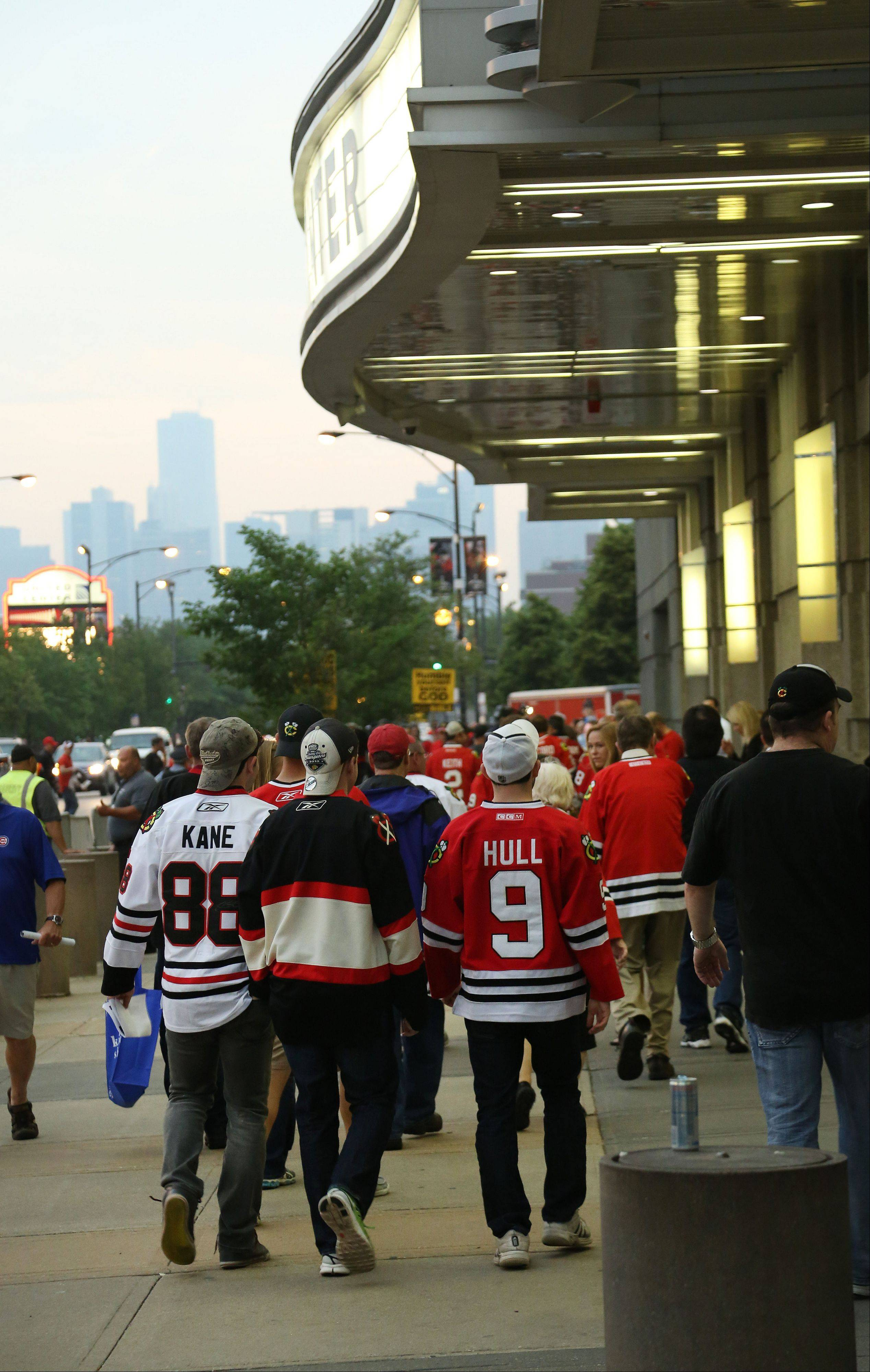 Blackhawks make their way into the United Center.