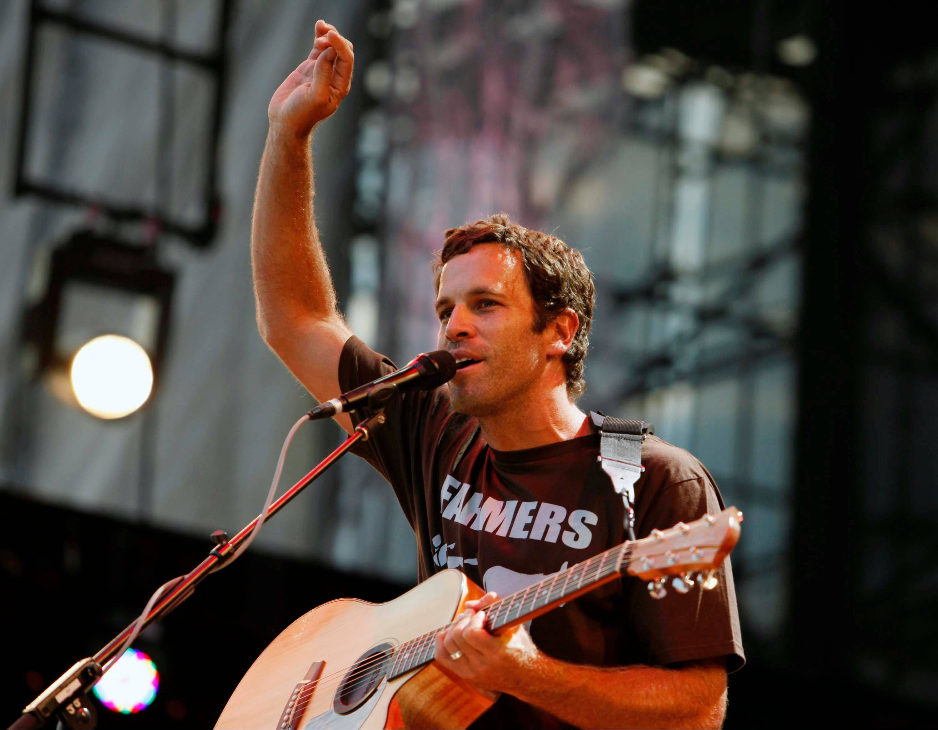 Jack Johnson has agreed to take the Saturday night headlining slot at the Bonnaroo Music & Arts Festival after Mumford & Sons were forced to cancel due to bassist Ted Dwane's illness.