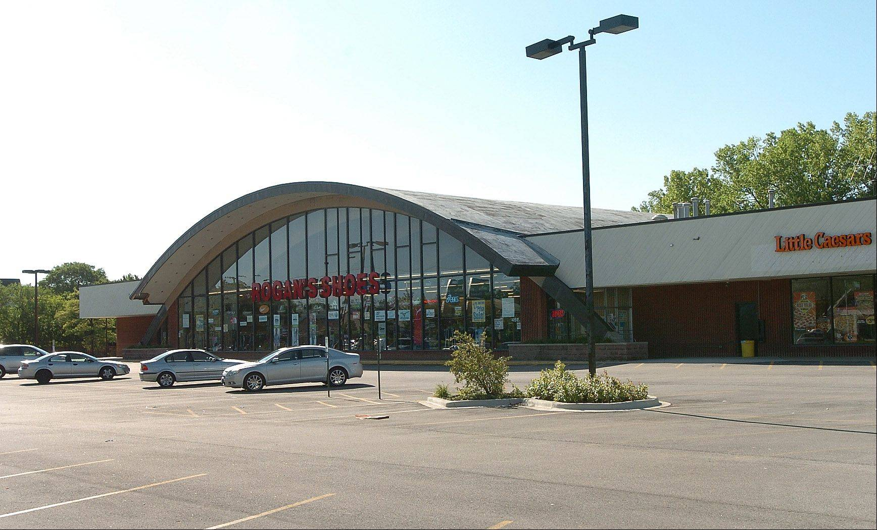 The Cambridge Commons shopping center in Buffalo Grove, where a Fresh Farms store is coming.