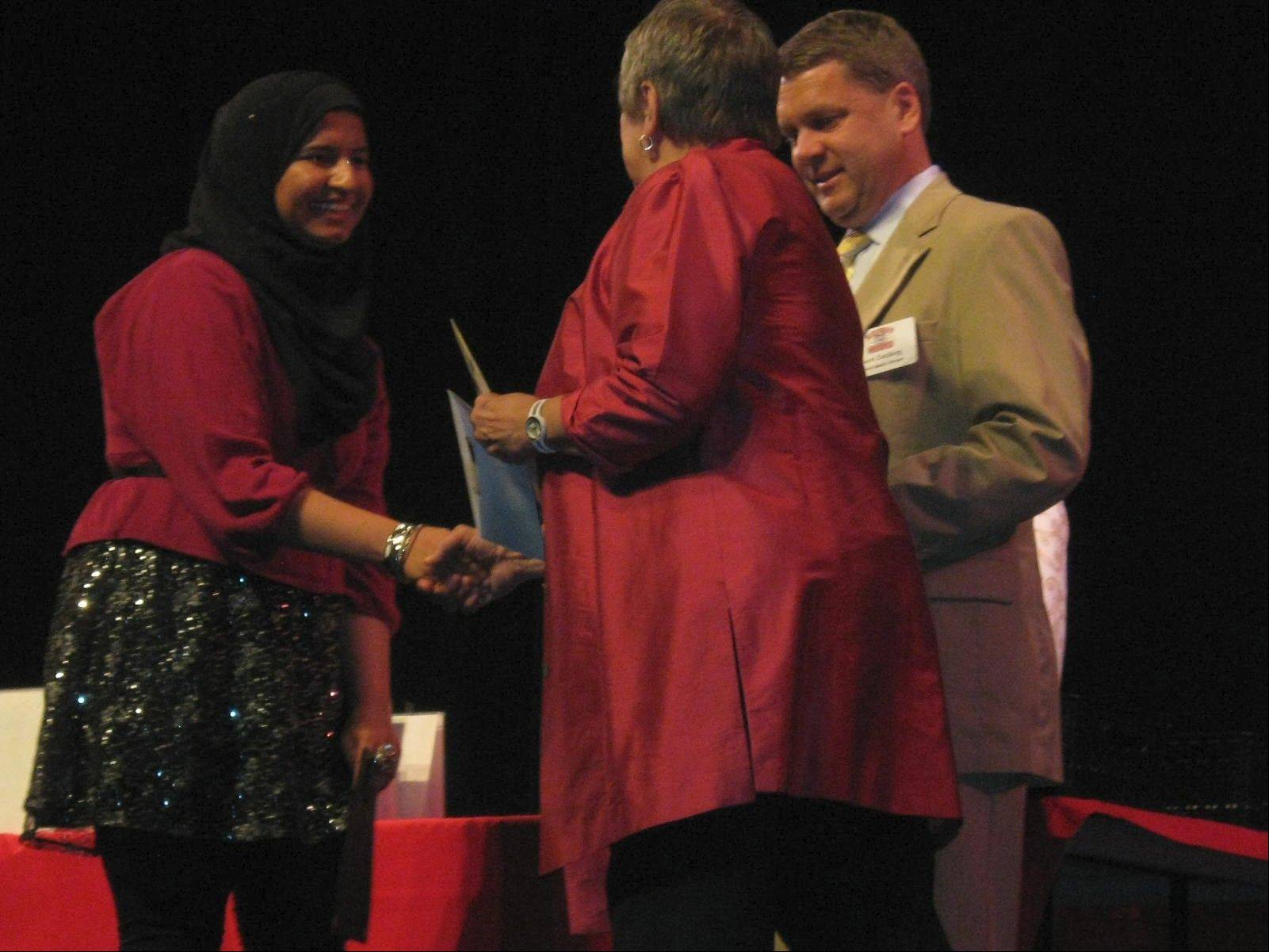 Jeanette Frye, Twenty-first Star Chapter DAR member, presents the Good Citizen Award to Lyba Zia from Maine West.