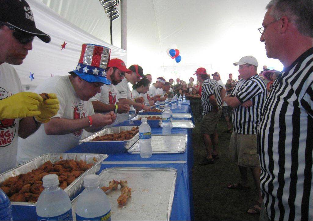 Food eating contest at last year�s Mundelein Community Days.