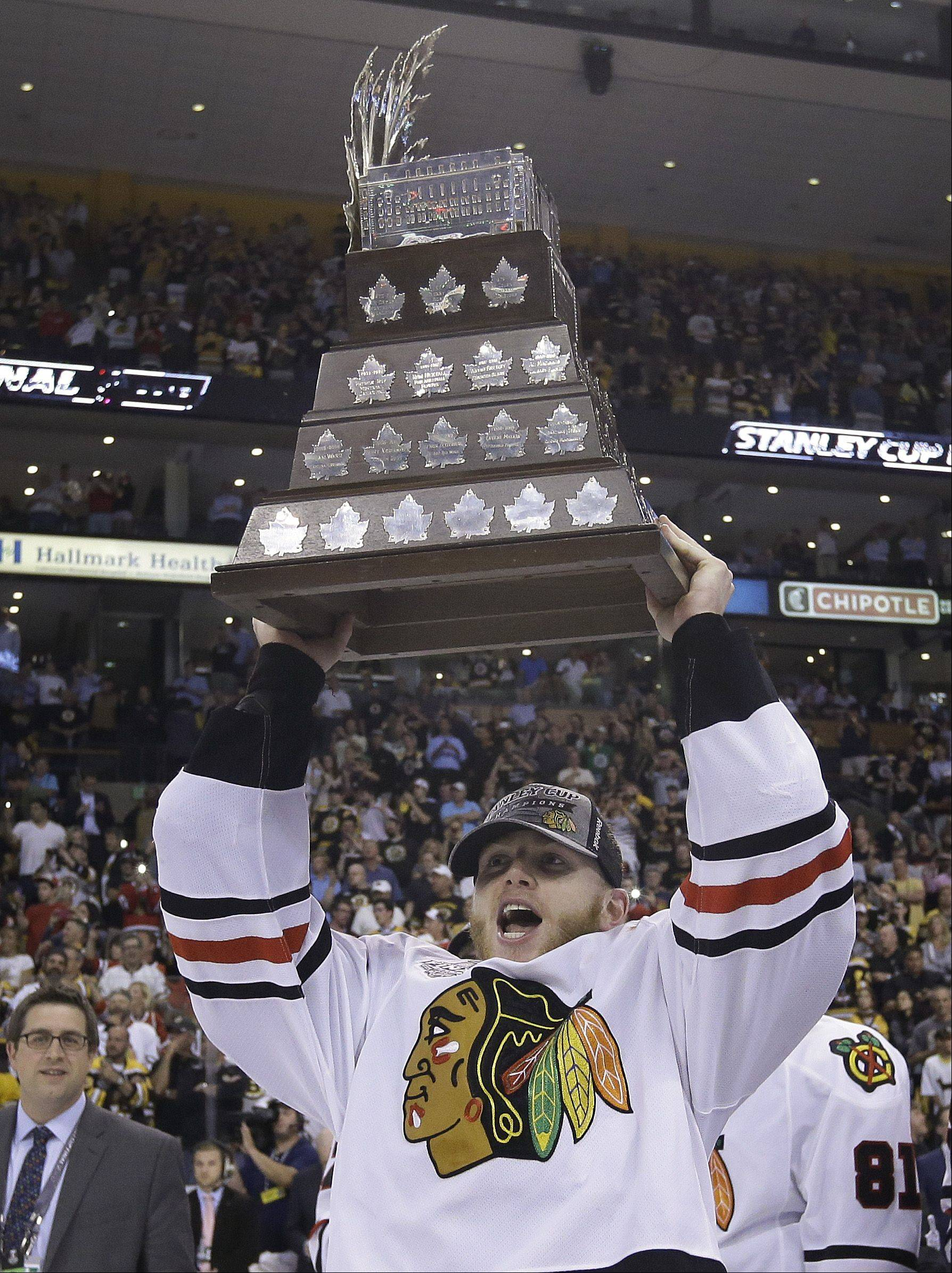 Blackhawks right wing Patrick Kane hoists the Conn Smythe trophy, awarded to the playoffs most valuable player, after the Blackhawks beat the Boston Bruins 3-2 in Game 6 of the Stanley Cup Finals.