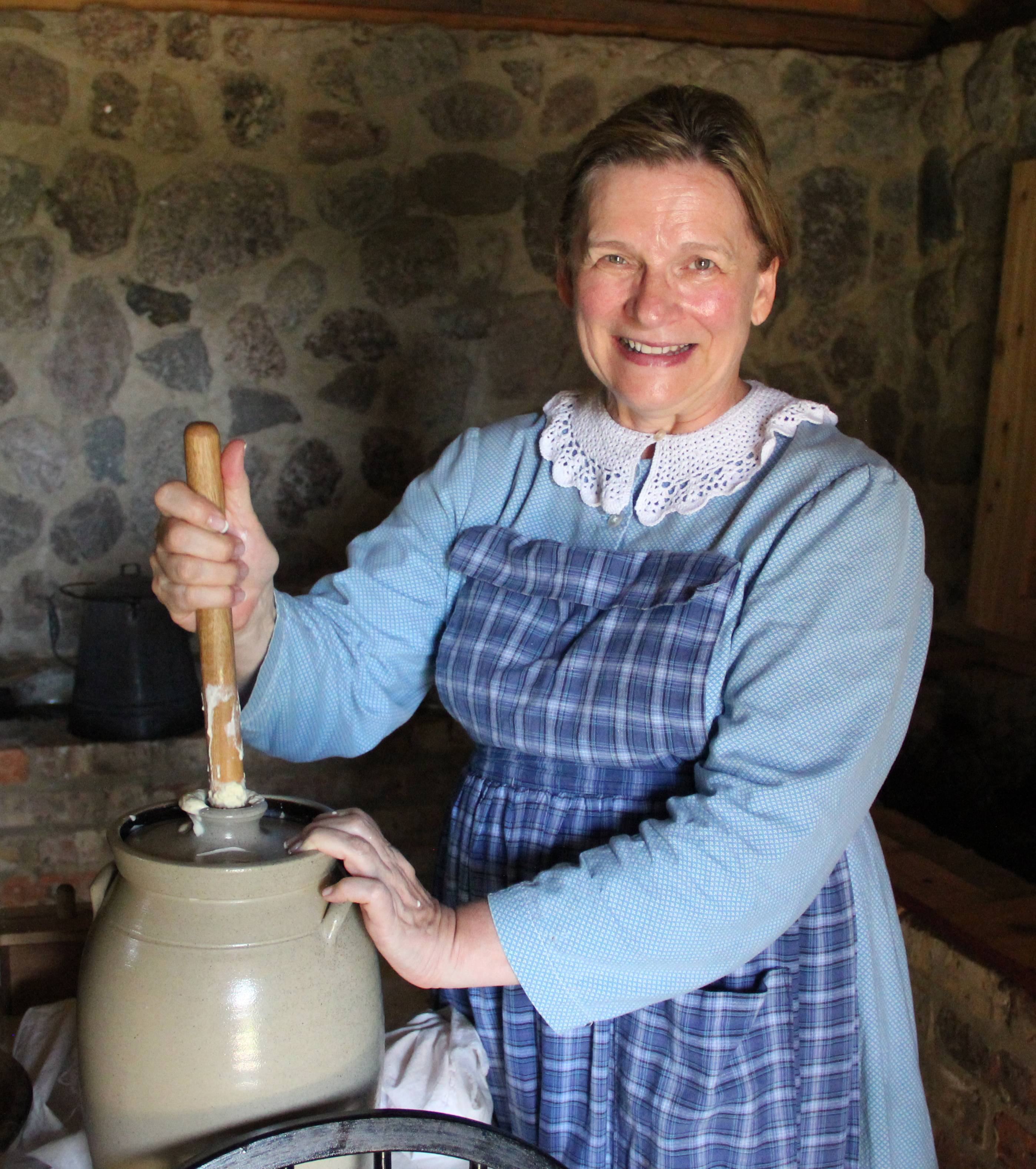 An authentic interpreter at Heritage Farm at Spring Valley