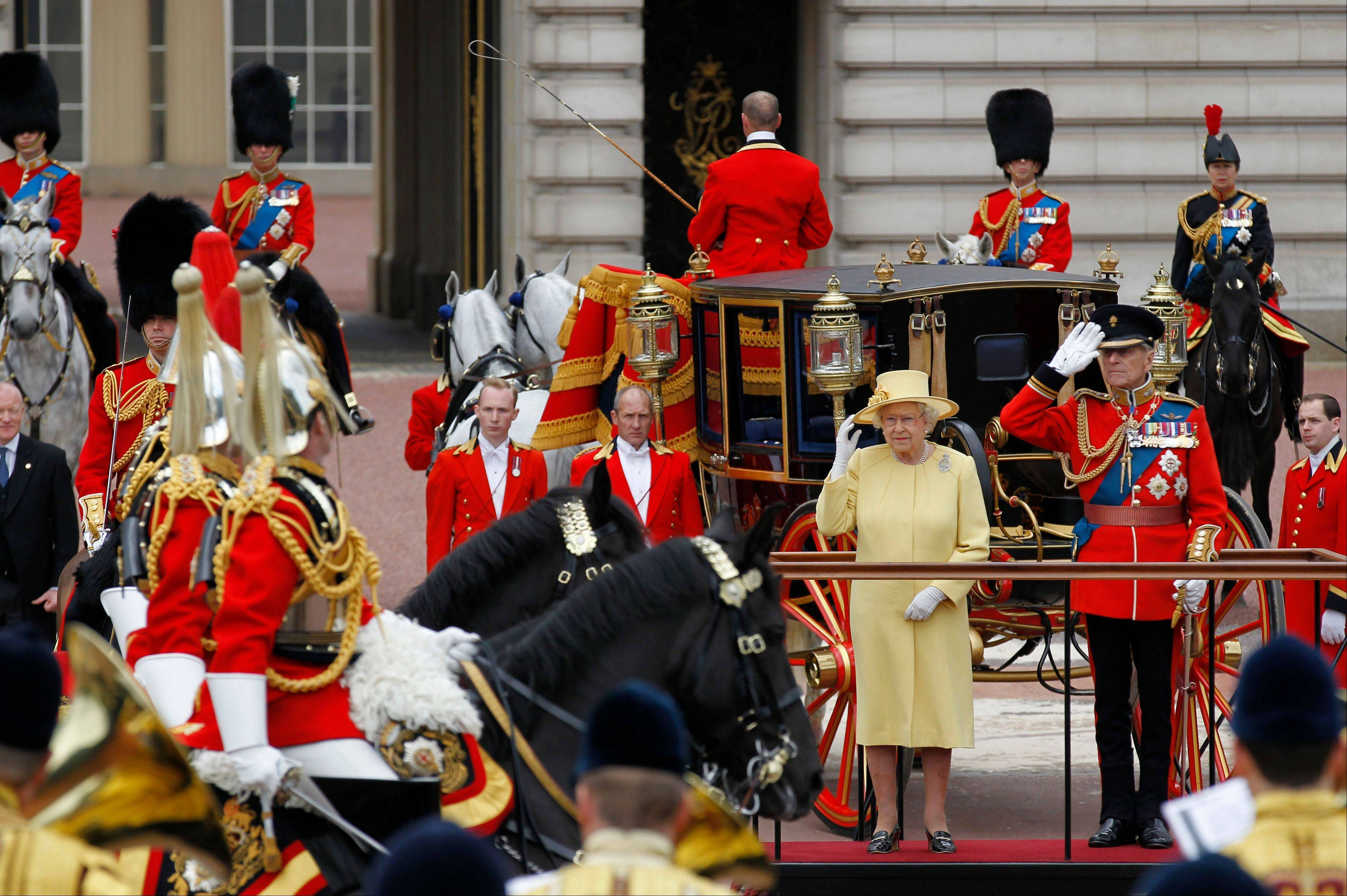 Buckingham Palace accounts showed Thursday that Queen Elizabeth II will receive a 5 per cent income boost following record portfolio profits.