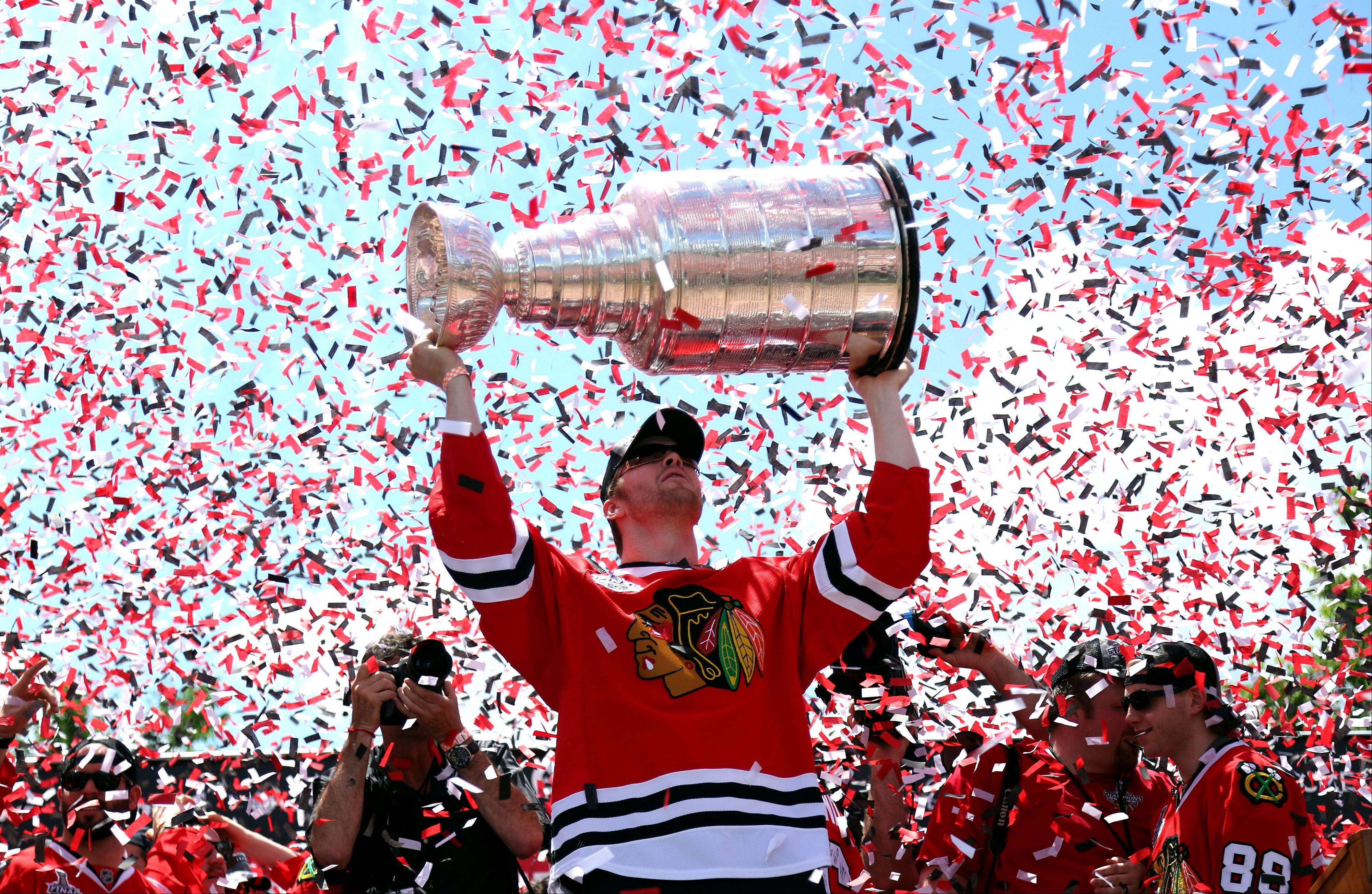Images: Blackhawks parade to celebrate Stanley Cup victory