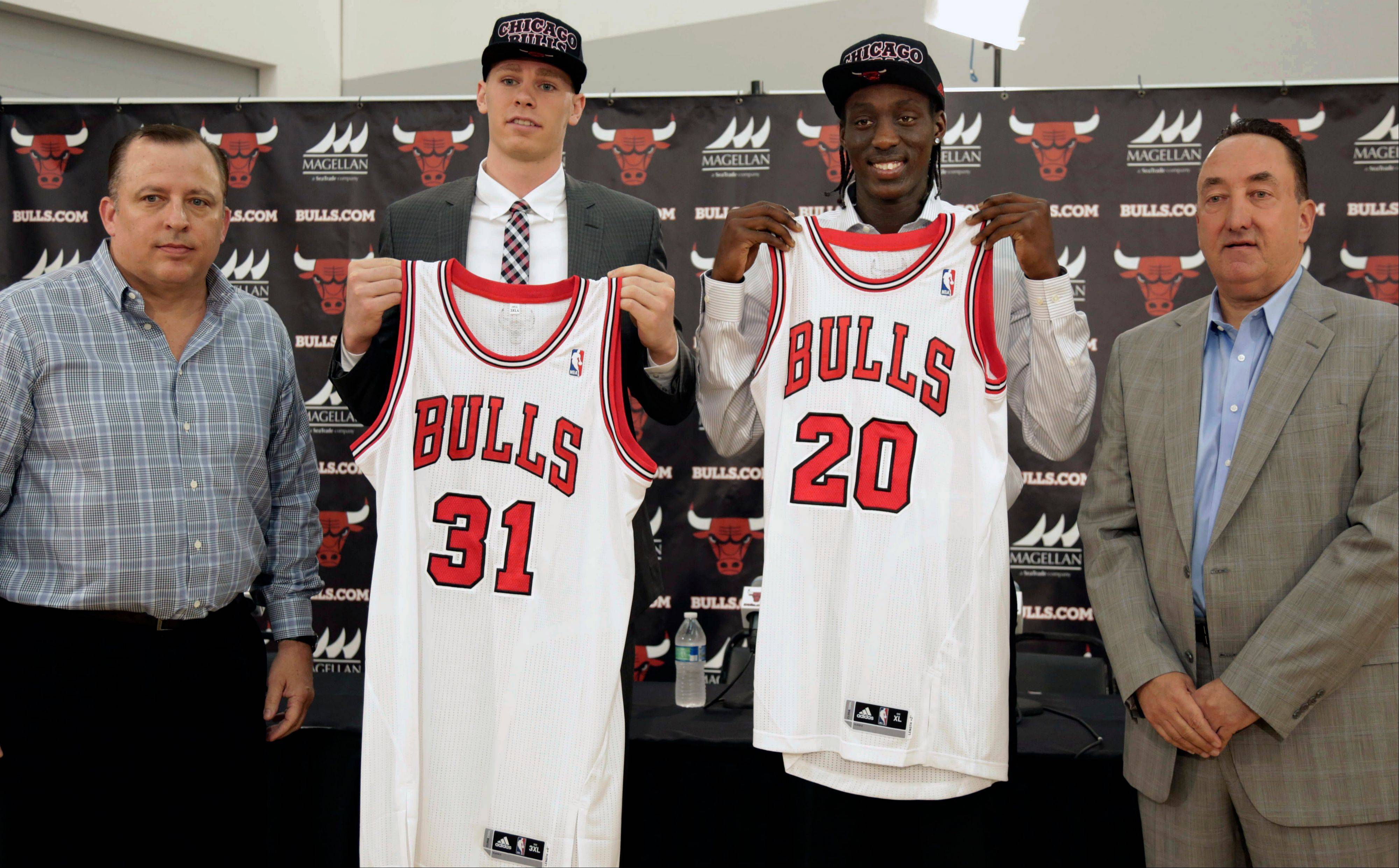 Bulls coach Tom Thibodeau, left, and general manager Gar Forman, right, introduce the team's 2013 draft picks — Erik Murphy (31) and Tony Snell (20) — at the Berto Center on Monday.