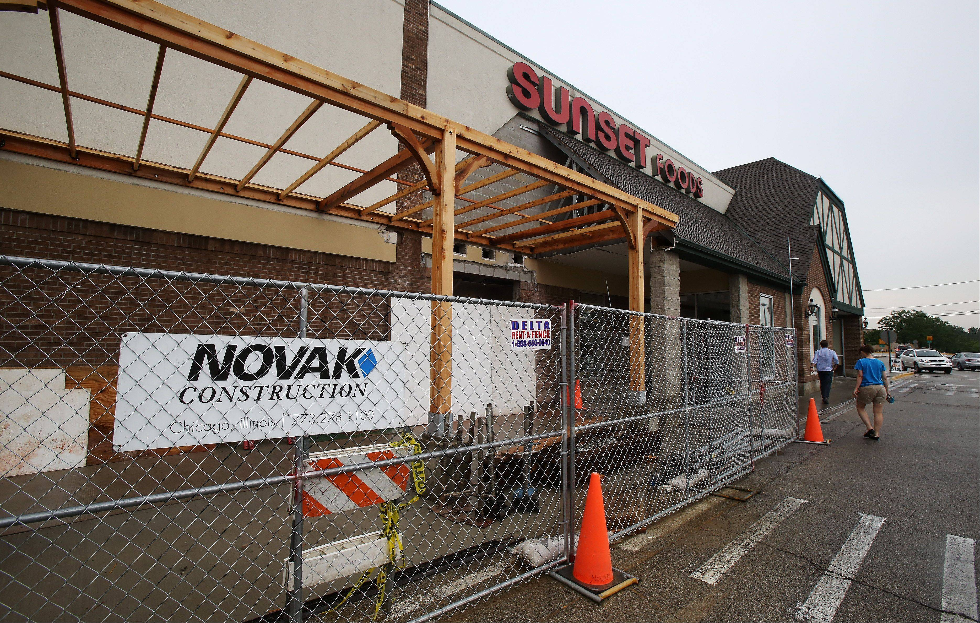 The outdoor cafe area at Sunset Foods in Libertyville will seat 75 as part of an ongoing renovation to include a full-service floral design center and a small bar selling craft beers.