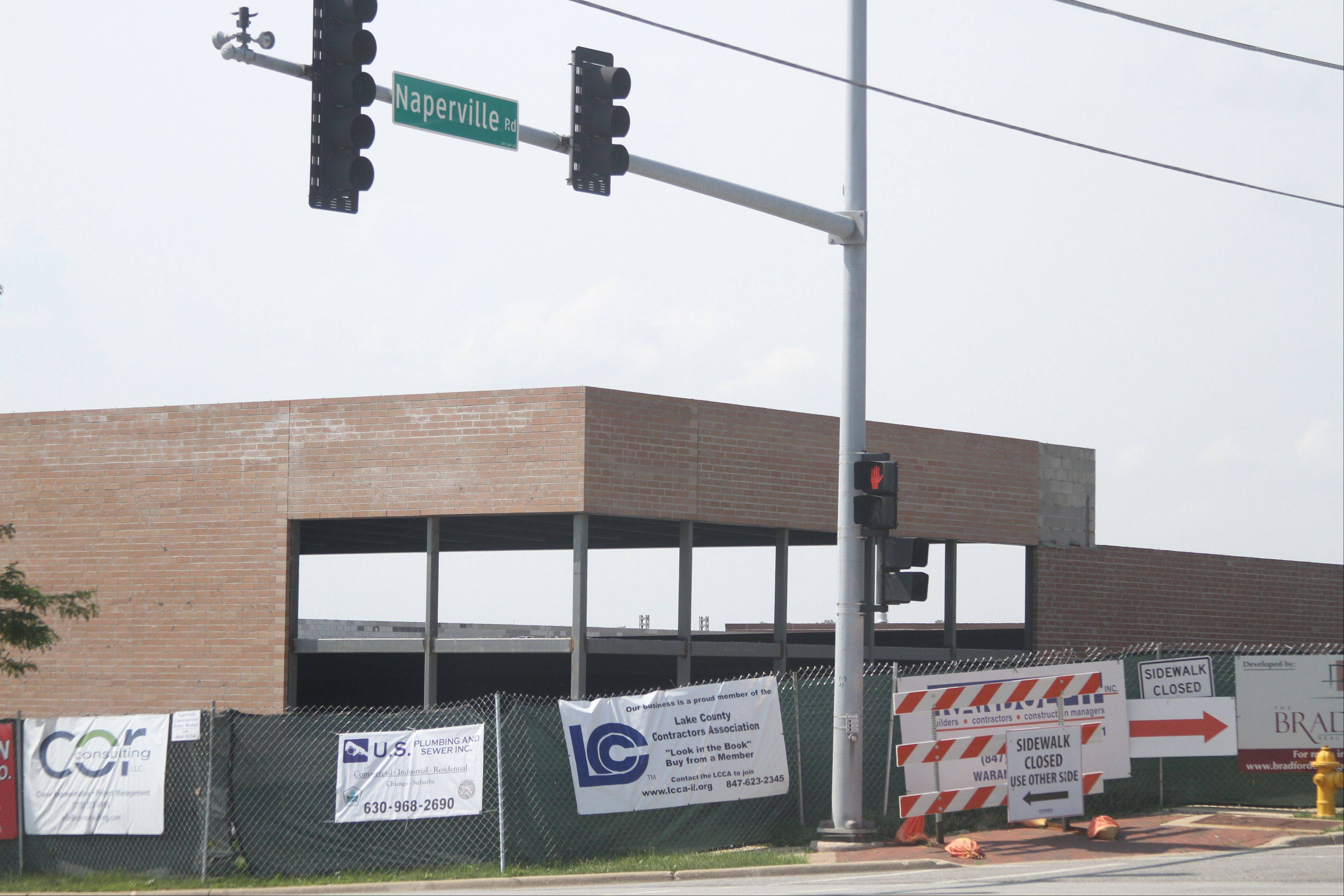 Developers and Wheaton officials say the location of the Mariano's now under construction at Naperville and Roosevelt roads is key to the store becoming a regional draw.