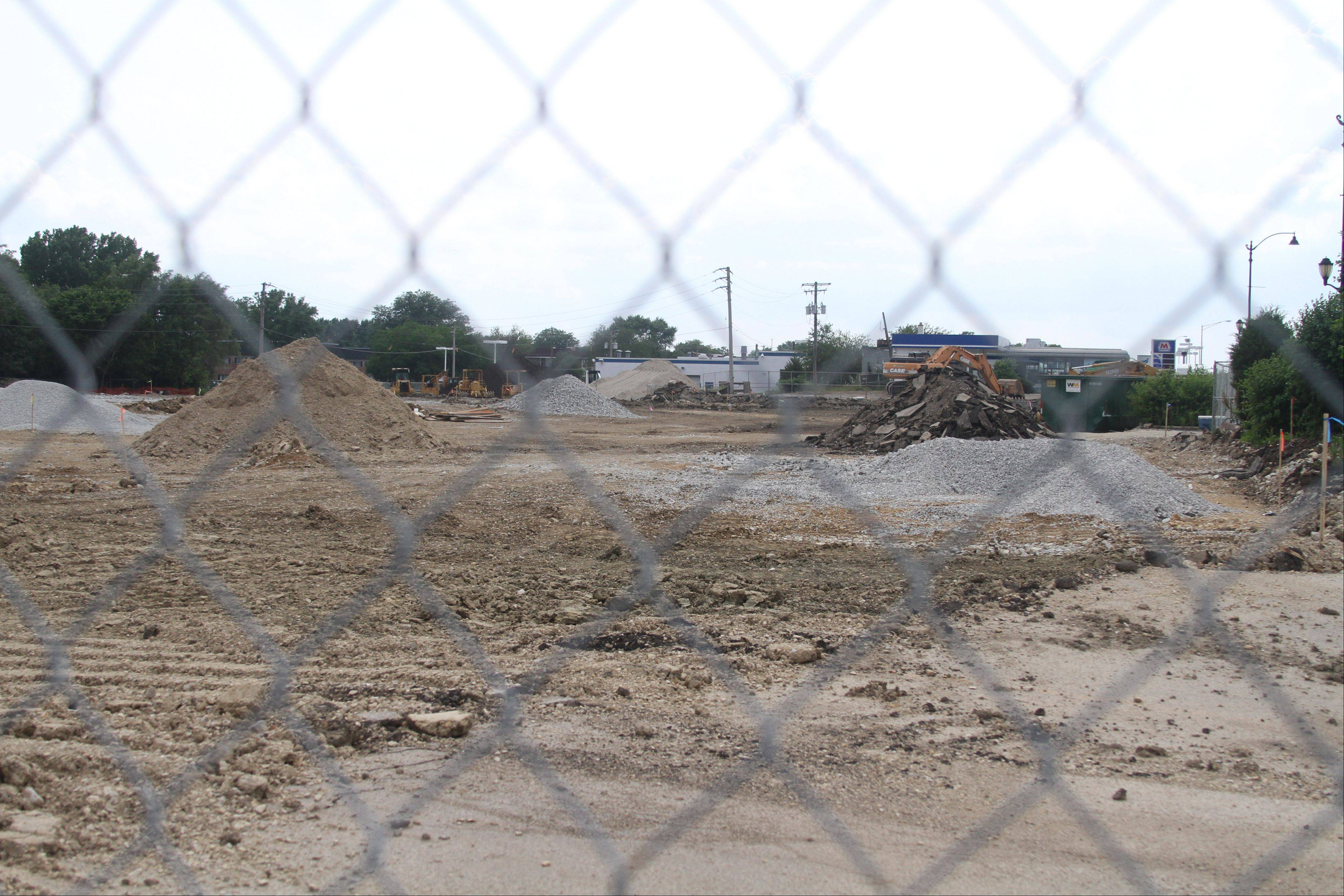 Environmental remediation work is taking place on the site of a new grocery store, The Fresh Market, at 285 Roosevelt Road in Glen Ellyn.