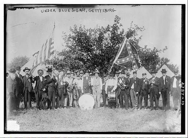 Elgin Union veterans pose in a 1908 picture. In 1913, eight local veterans attended a reunion at Gettysburg.
