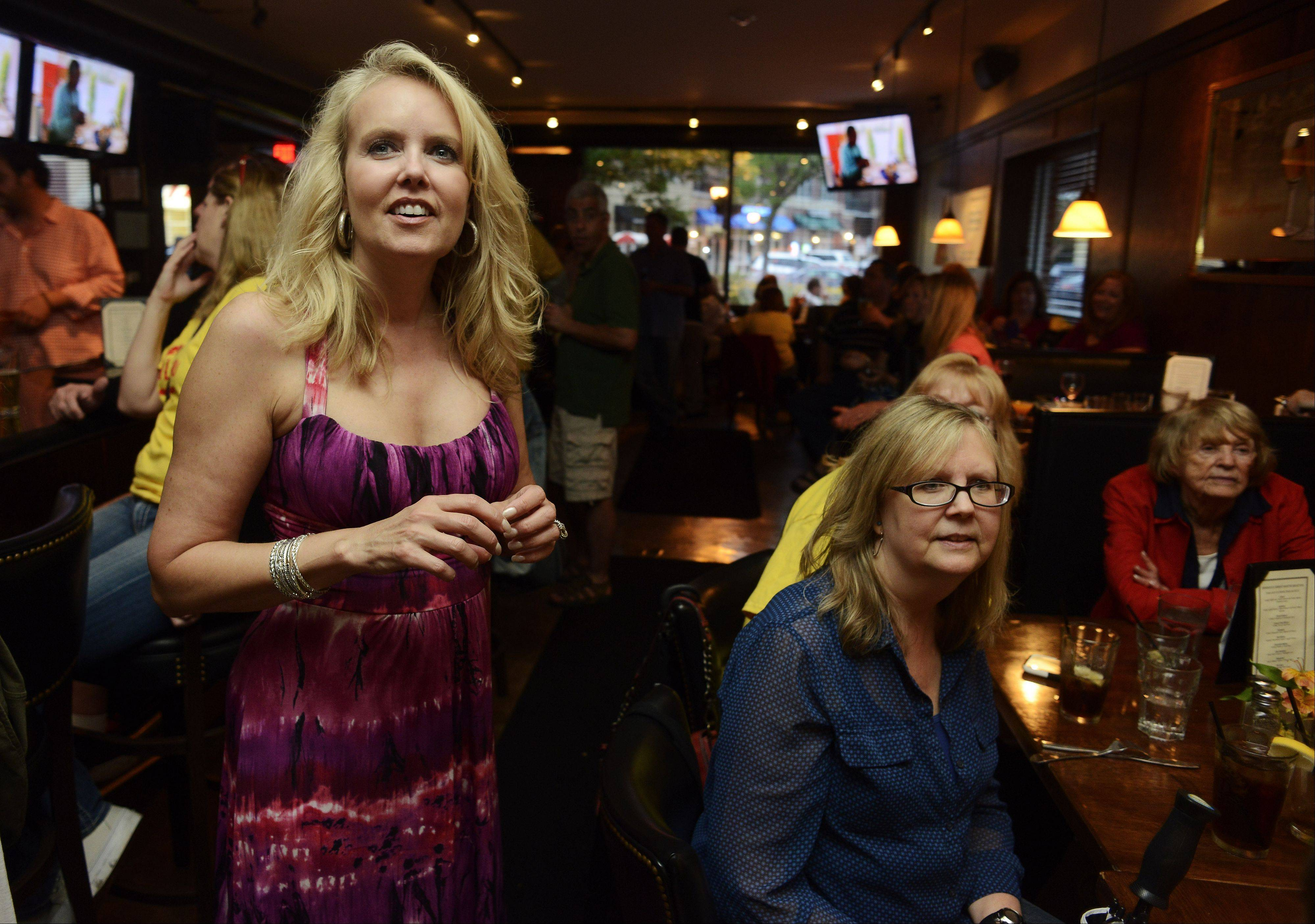 "Darlene Pawlukowsky, a contestant on CBS' ""The American Baking Competition,"" watches the show Wednesday night with friends and family, including her sister, Debbie Kabelman, and her mom, Dolores Miske, right, at Emerson's Ale House in Mount Prospect."