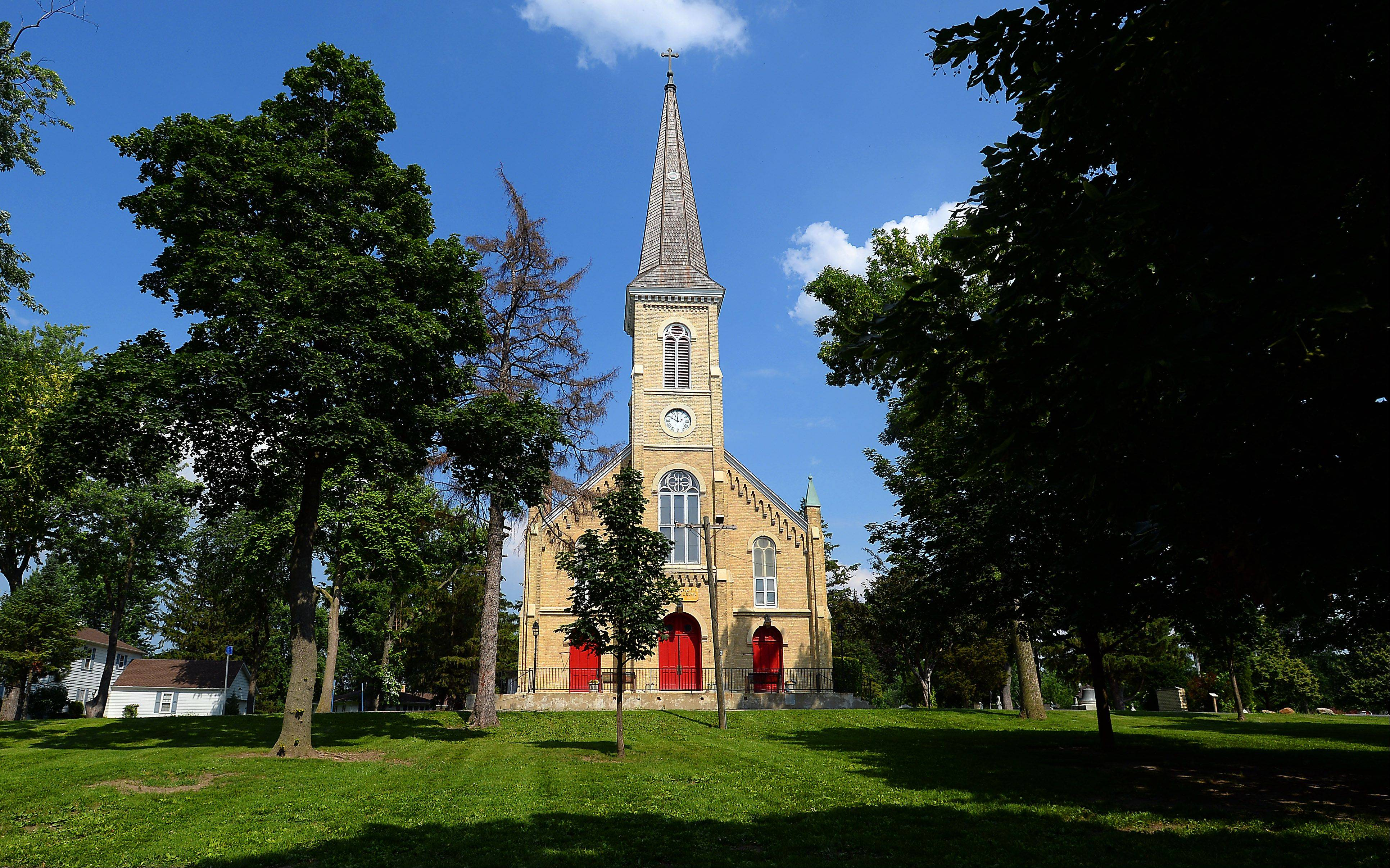 Schaumburg plans to issue a landscaping grant to St. Peter Lutheran Church to help resolve a dispute with its neighbors by installing more screening landscaping.