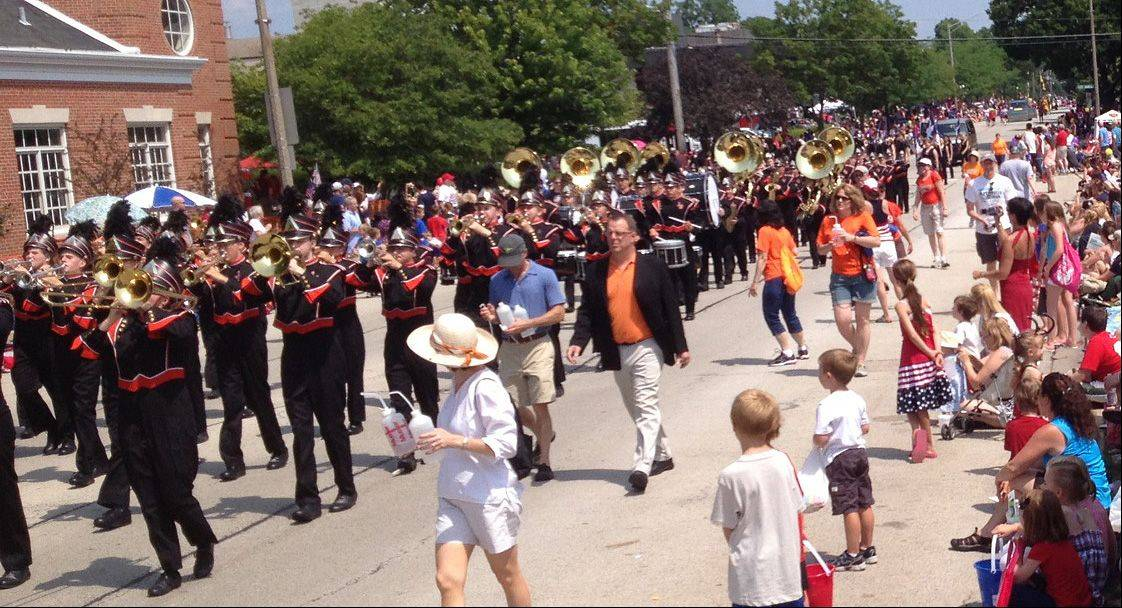 John Lampinen/jlampinen@dailyherald.comThe Hersey High School marching band entertains the crowd during Arlington Heights' Independence Day parade.