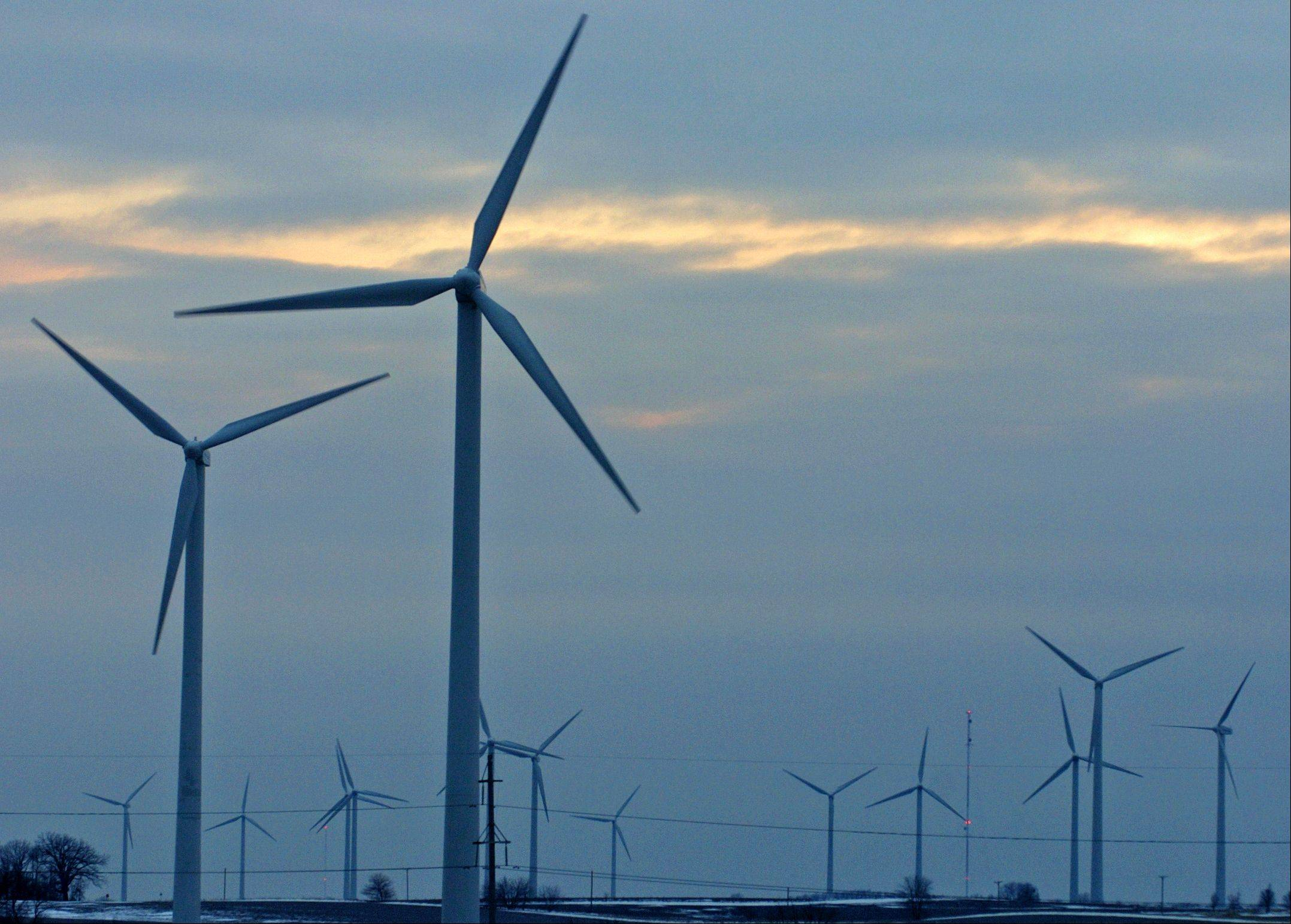 Illinois wind farms now supply 5 percent of the electricity used by Chicago residents and small businesses who participate in a new aggregation program, Mayor Rahm Emanuel�s office said Tuesday, lauding what environmentalists say could serve as a model for other communities.