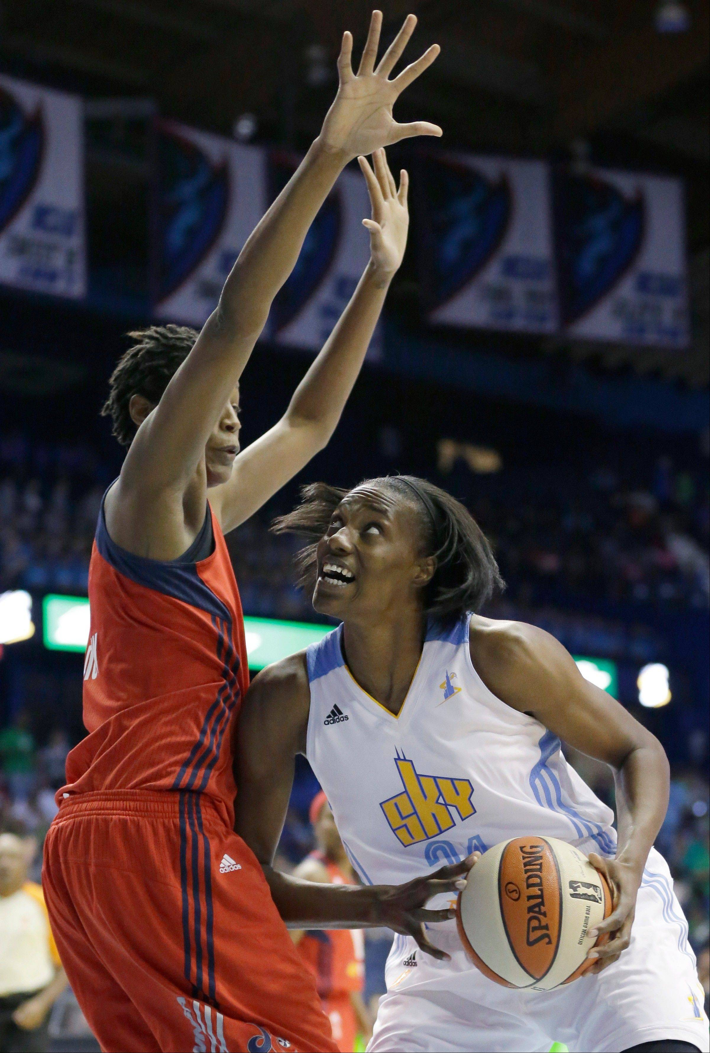 Chicago Sky center Sylvia Fowles, right, looks to the basket as Washington�s Michelle Snow defends Wednesday. Fowles finished with 26 points and 18 rebounds in the Sky�s victory.