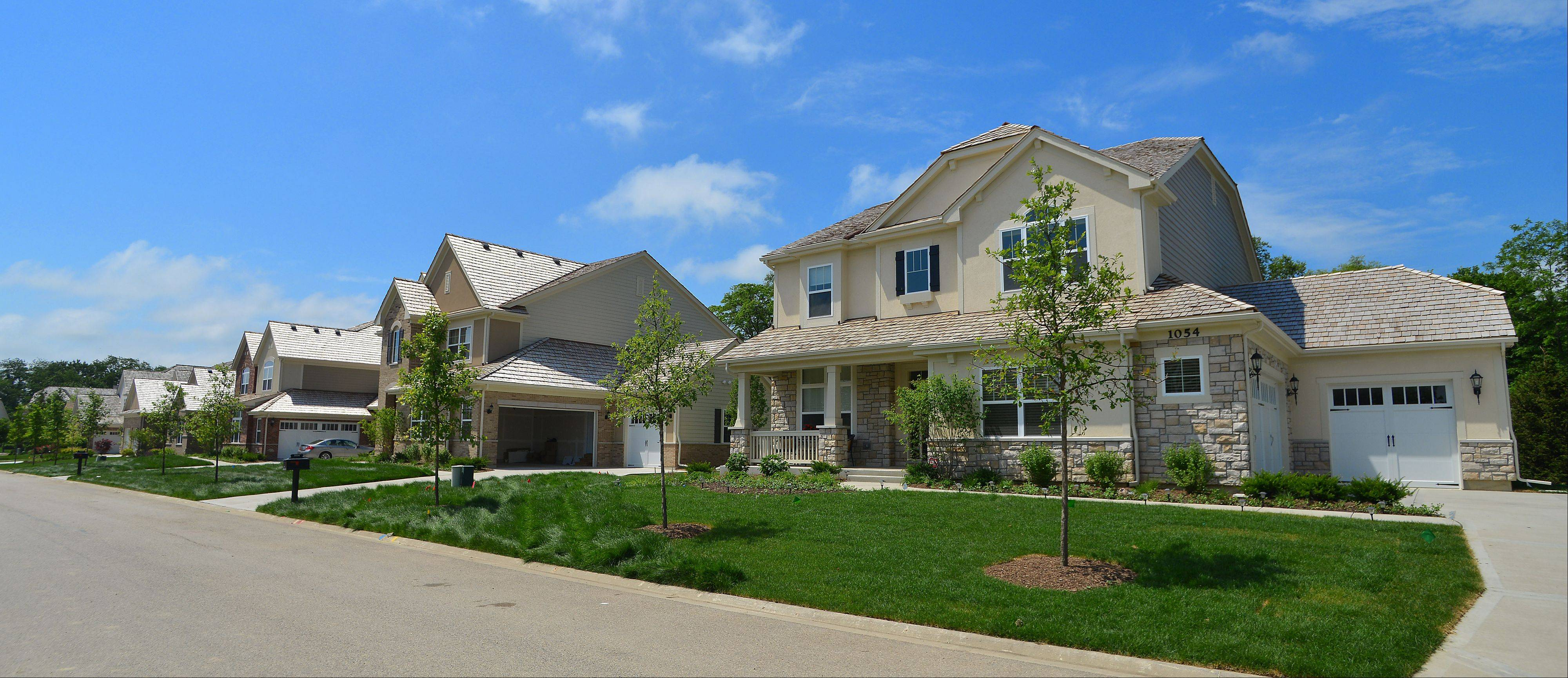 Creekside at Inverness Ridge sits in a picturesque are of Inverness, close to Crabtree Nature Center and Deer Grove Forest Preserve.
