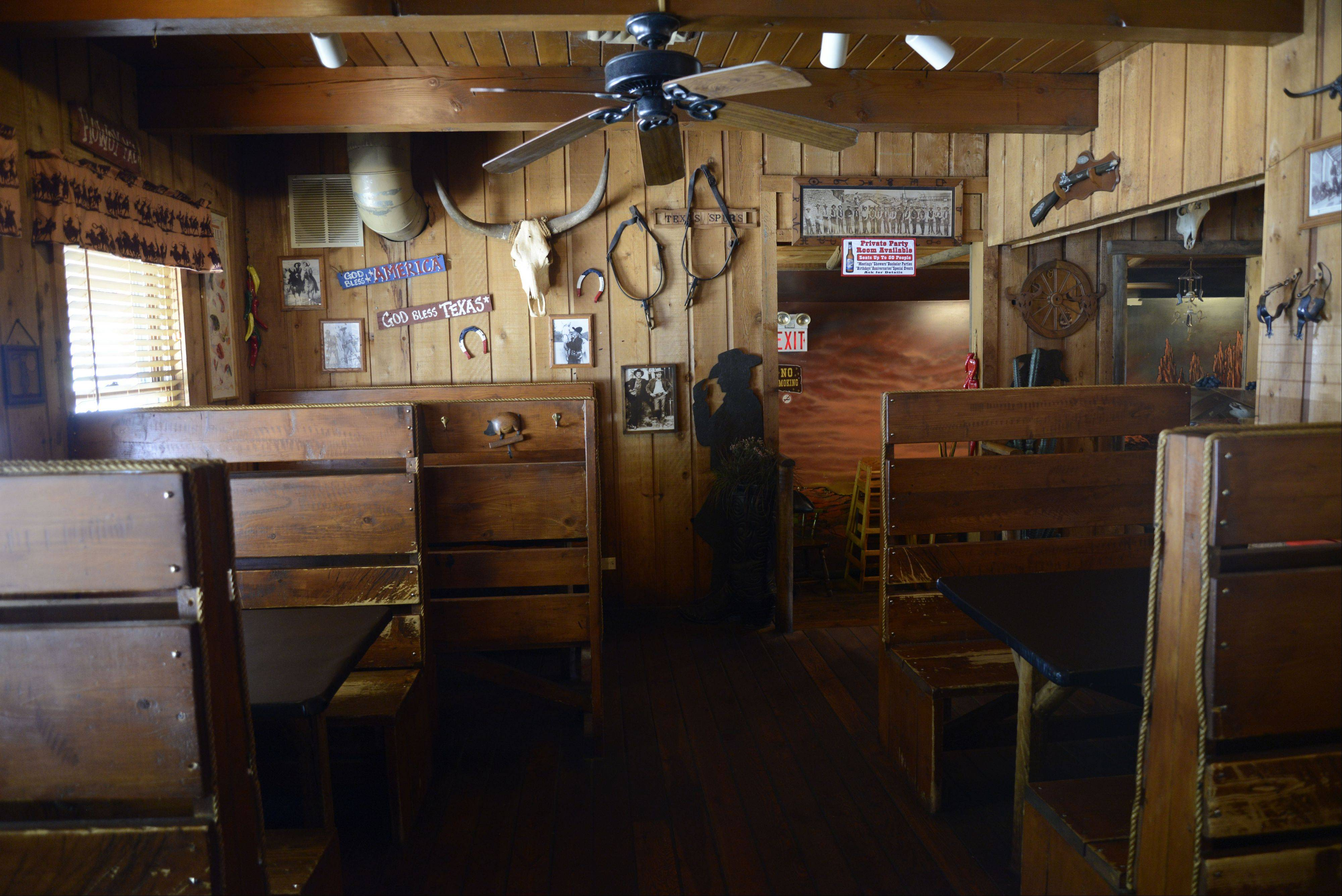Want a little atmosphere with your tasty 'cue? Texan Bar-B-Q in Algonquin is the place for you.