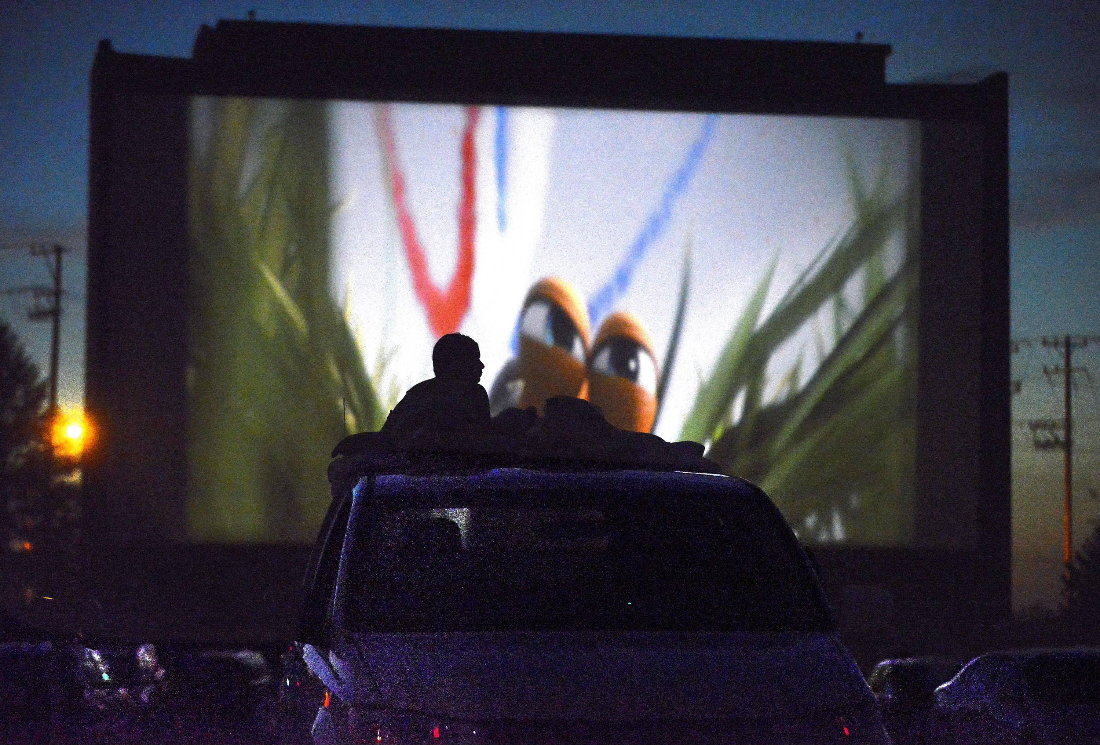 McHenry drive-in fights to stay alive; Cascade goes digital