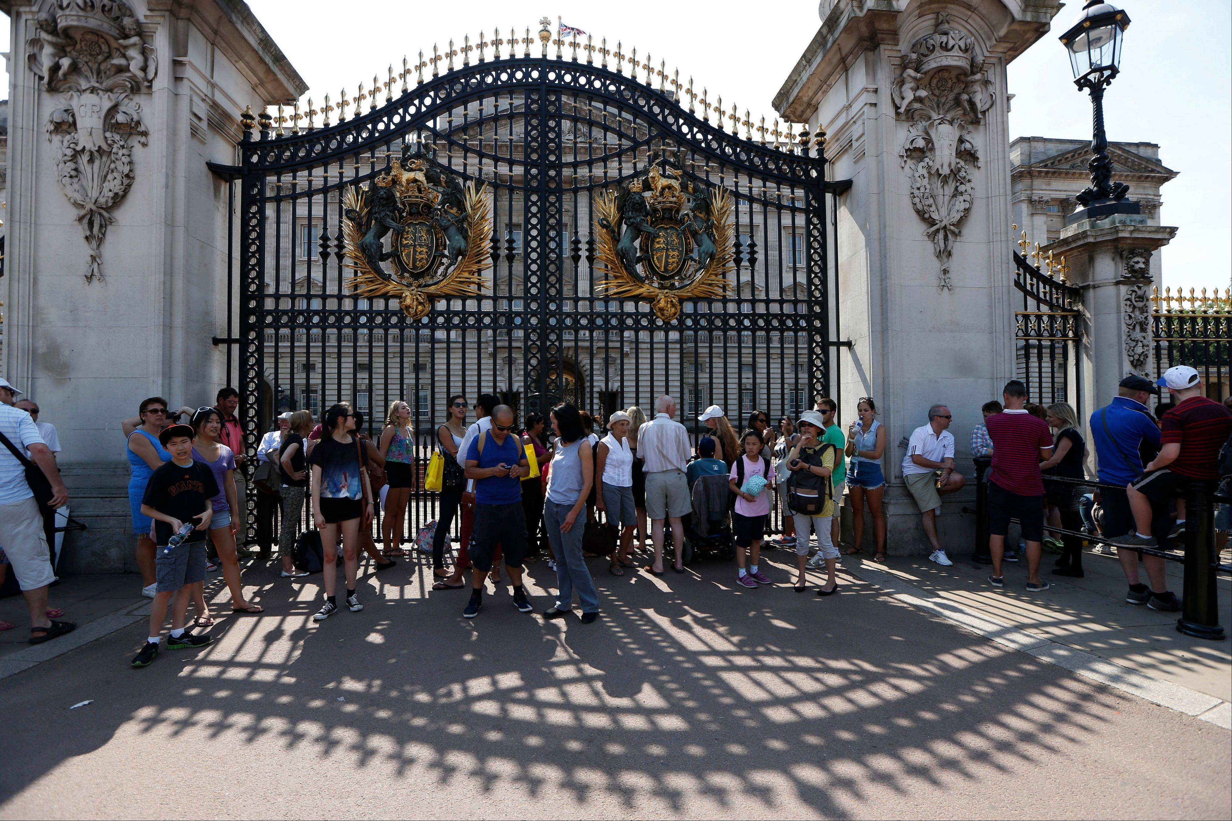 People who waited hours and hours on the hottest day of the year outside Buckingham Palace in London got the payoff when palace officials posted a written notice of the royal baby boy's birth on an easel.