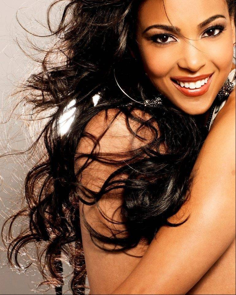 Miss Illinois 2012 Ashley Hooks will host a fundraiser for Bright Pink July 26 at Saranello's restaurant in Wheeling.