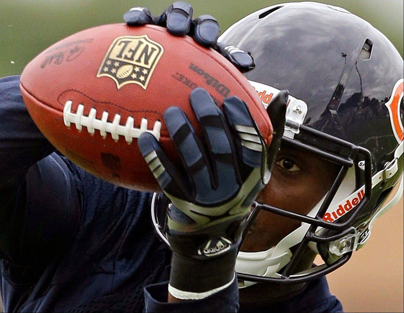 Chicago Bears wide receiver Terrence Toliver catches a ball.
