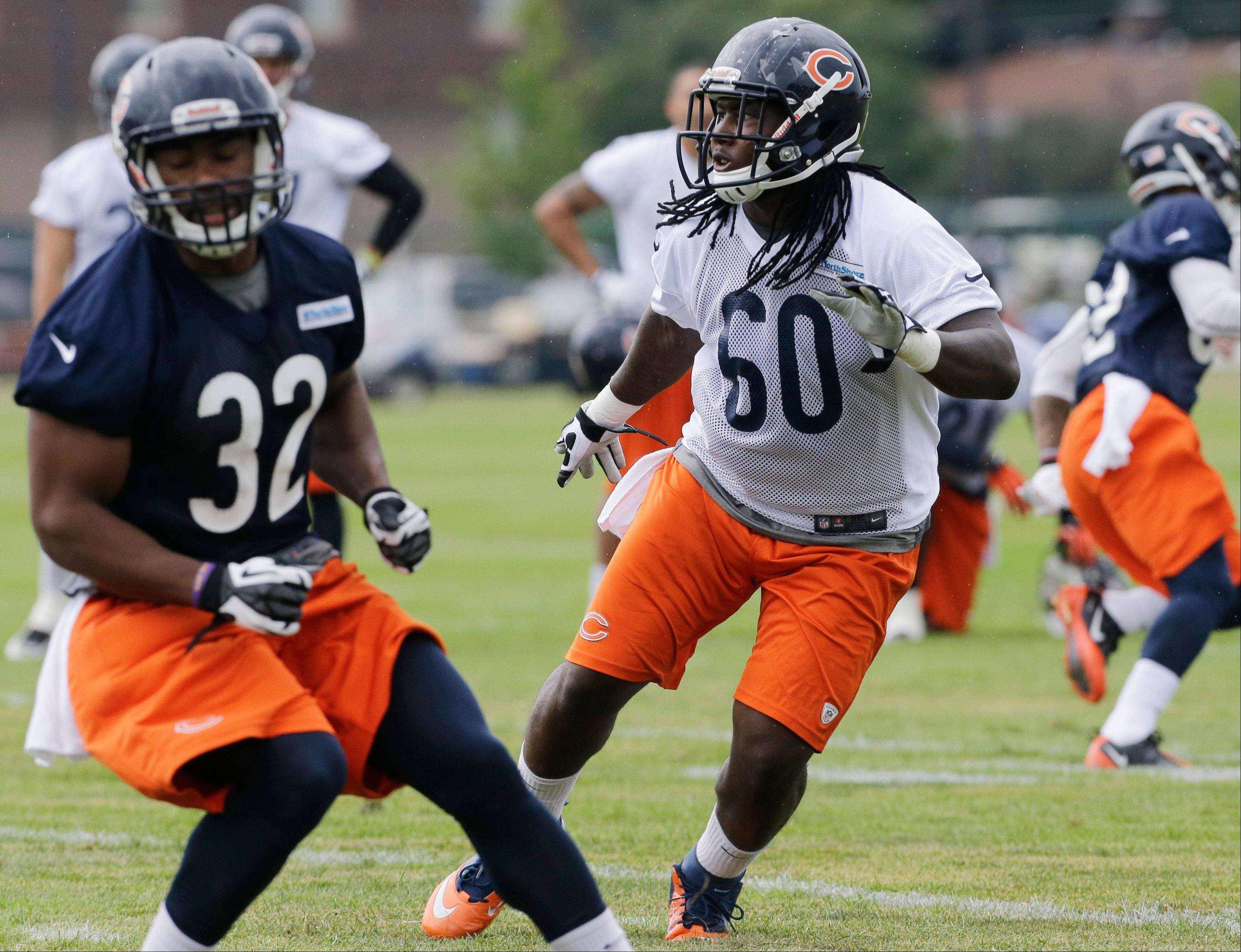 Chicago Bears linebacker Khaseem Greene works with teammates.