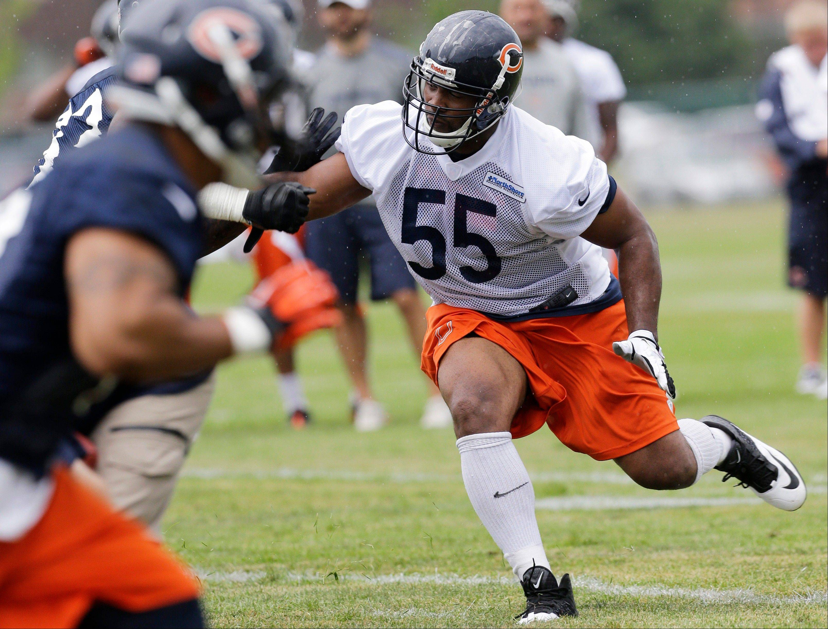 Chicago Bears linebacker Lance Briggs works with teammates.