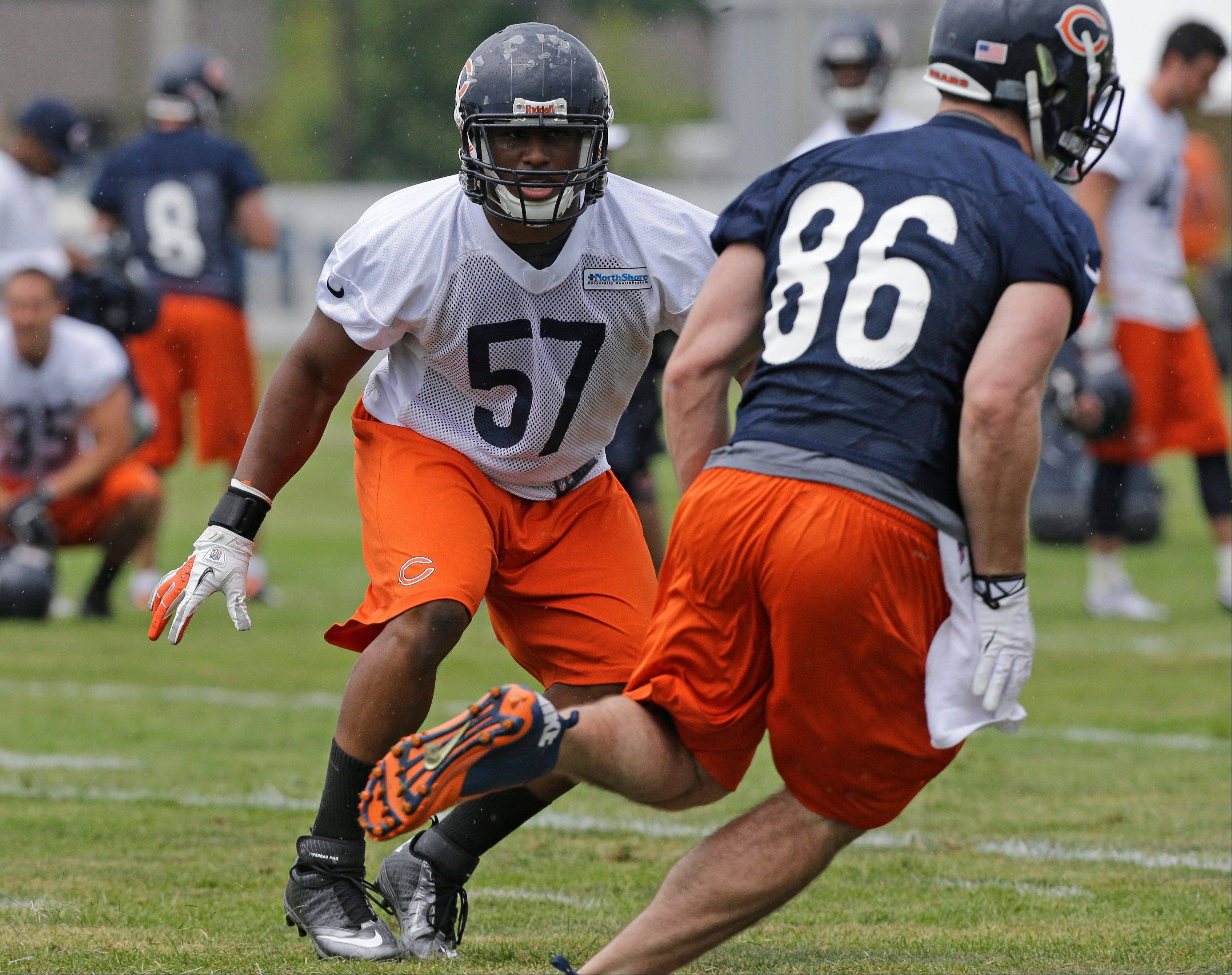 Chicago Bears linebacker Jonathan Bostic works with teammates.