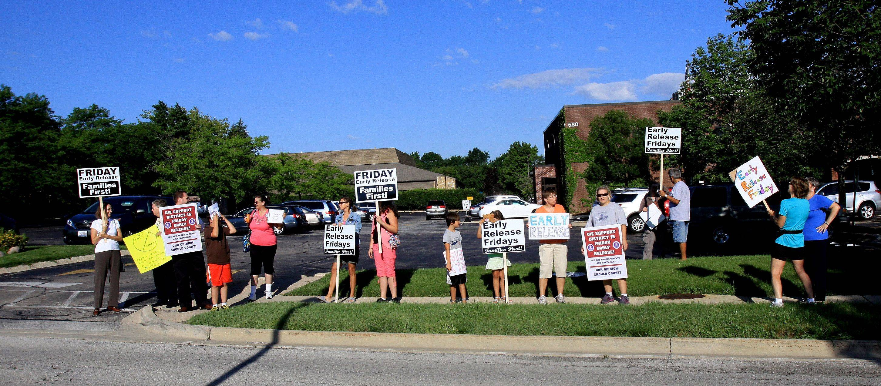 Parents and students rally before an arbitration hearing Thursday to oppose the late start scheduling option favored by the Palatine Township Elementary District 15 teachers union.