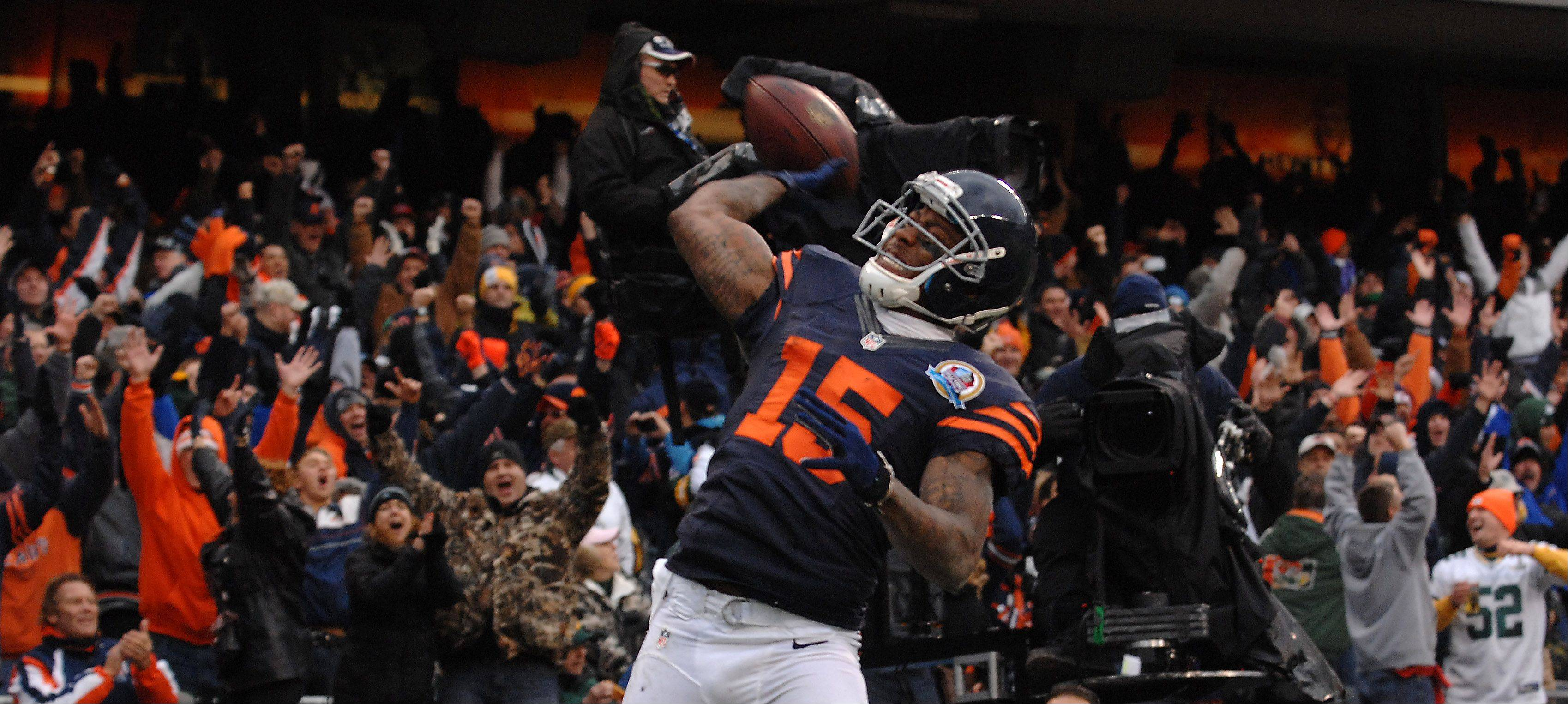 Rick West/rwest@dailyherald.com ¬ Chicago Bears wide receiver Brandon Marshall (15) throws the ball into the stands after his second quarter touchdown reception during Sunday's game at Soldier Field in Chicago.