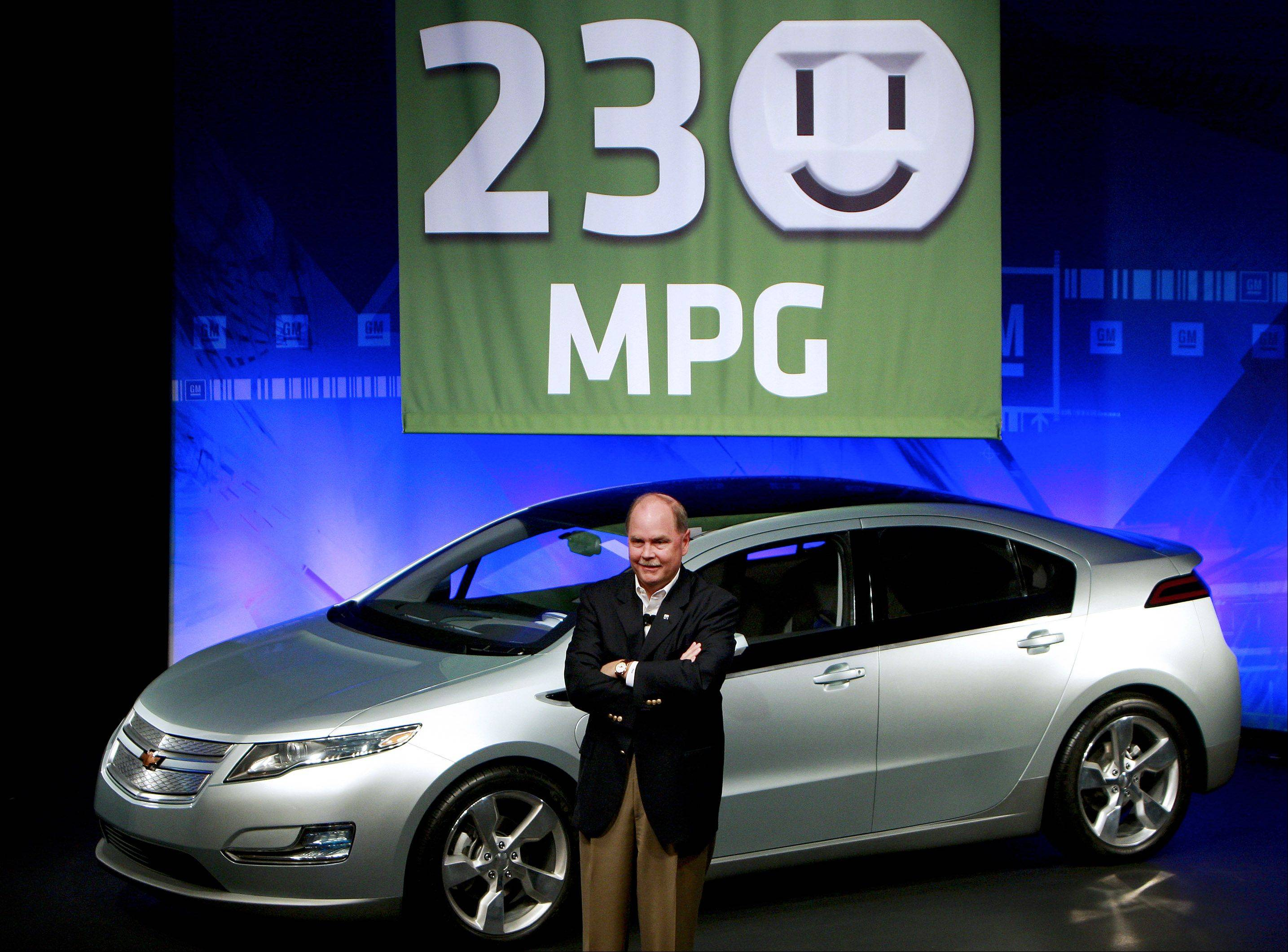 Fritz Henderson, president and chief executive officer of General Motors Co., announces the predicted mileage for the Chevrolet Volt electric car at the company's Technical Center in Warren, Michigan, in 2009.