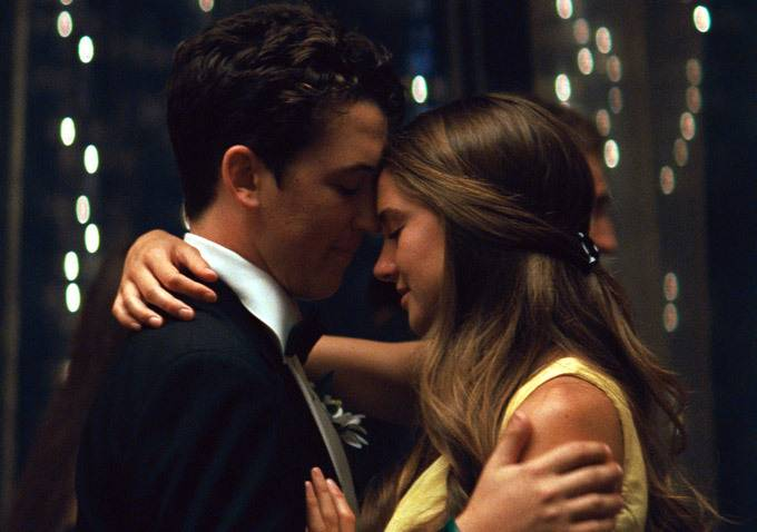 "Teens Sutter (Miles Teller) and Aimee (Shailene Woodley) grow closer despite their differences in ""The Spectacular Now."""