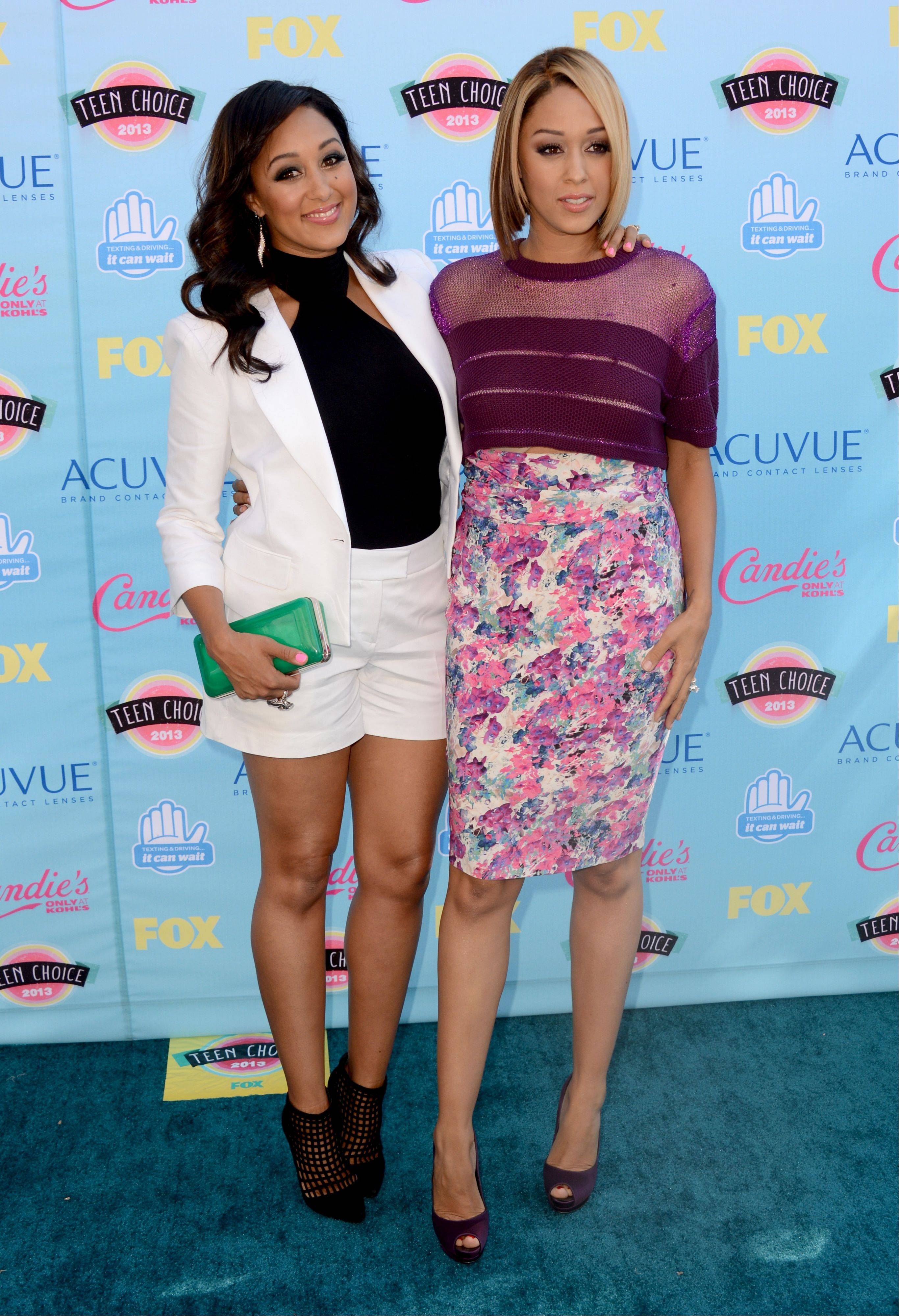 Actresses Tamera Mowry, left, and Tia Mowry arrive at the Teen Choice Awards on Sunday.
