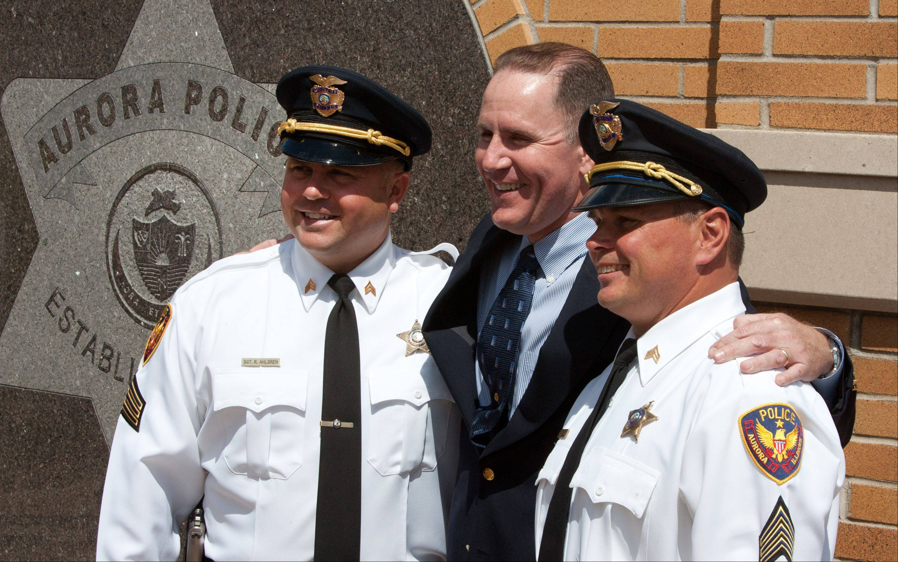 Jim Elenz, center, thanks Aurora police sergeants Rick Ahlgren and Daniel Eppard for their rescue efforts.