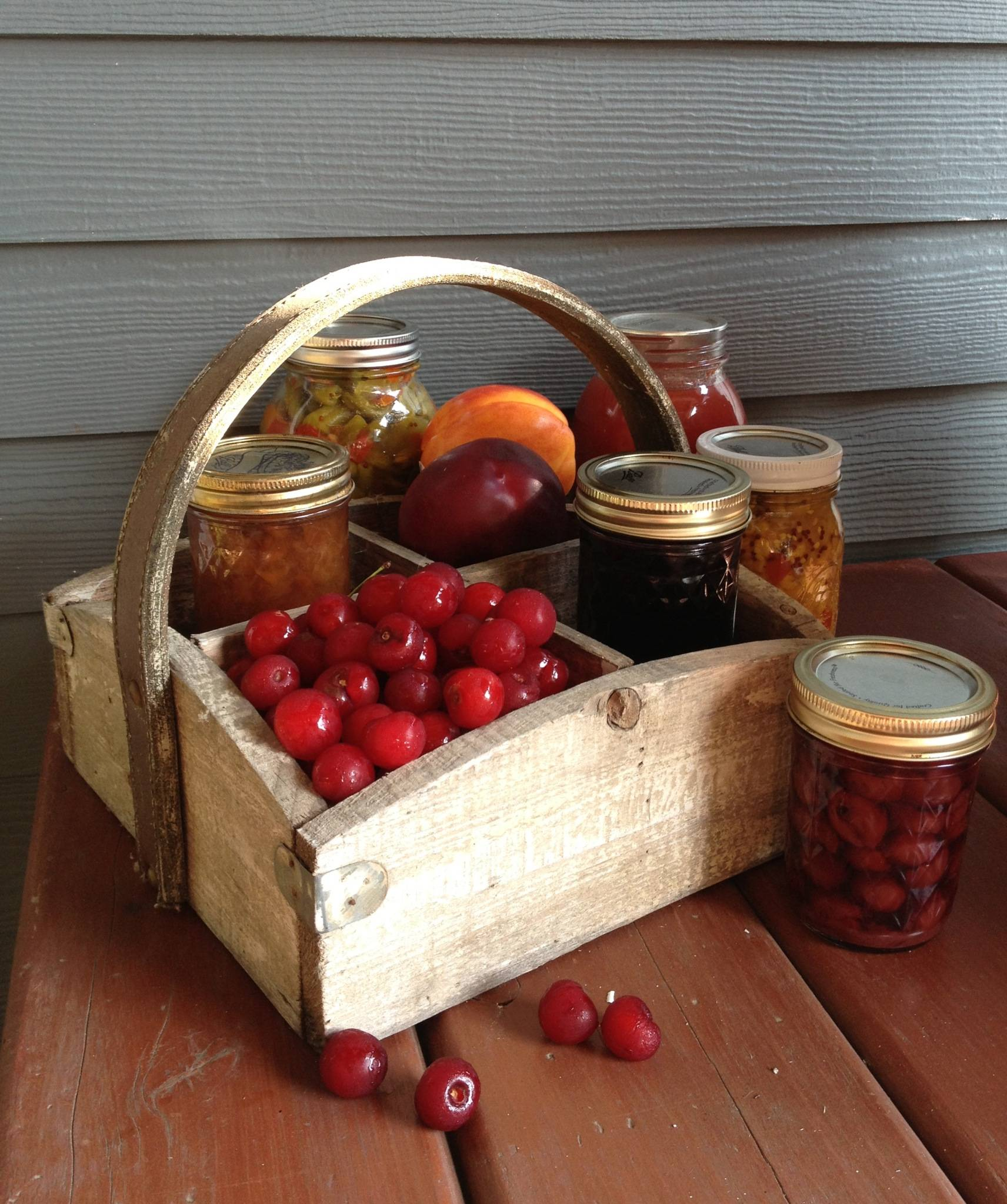 "Learn to can fruit at the August 24 ""Preserving the Harvest"" workshop at the Prairie Crossing Learning Farm in Grayslake."