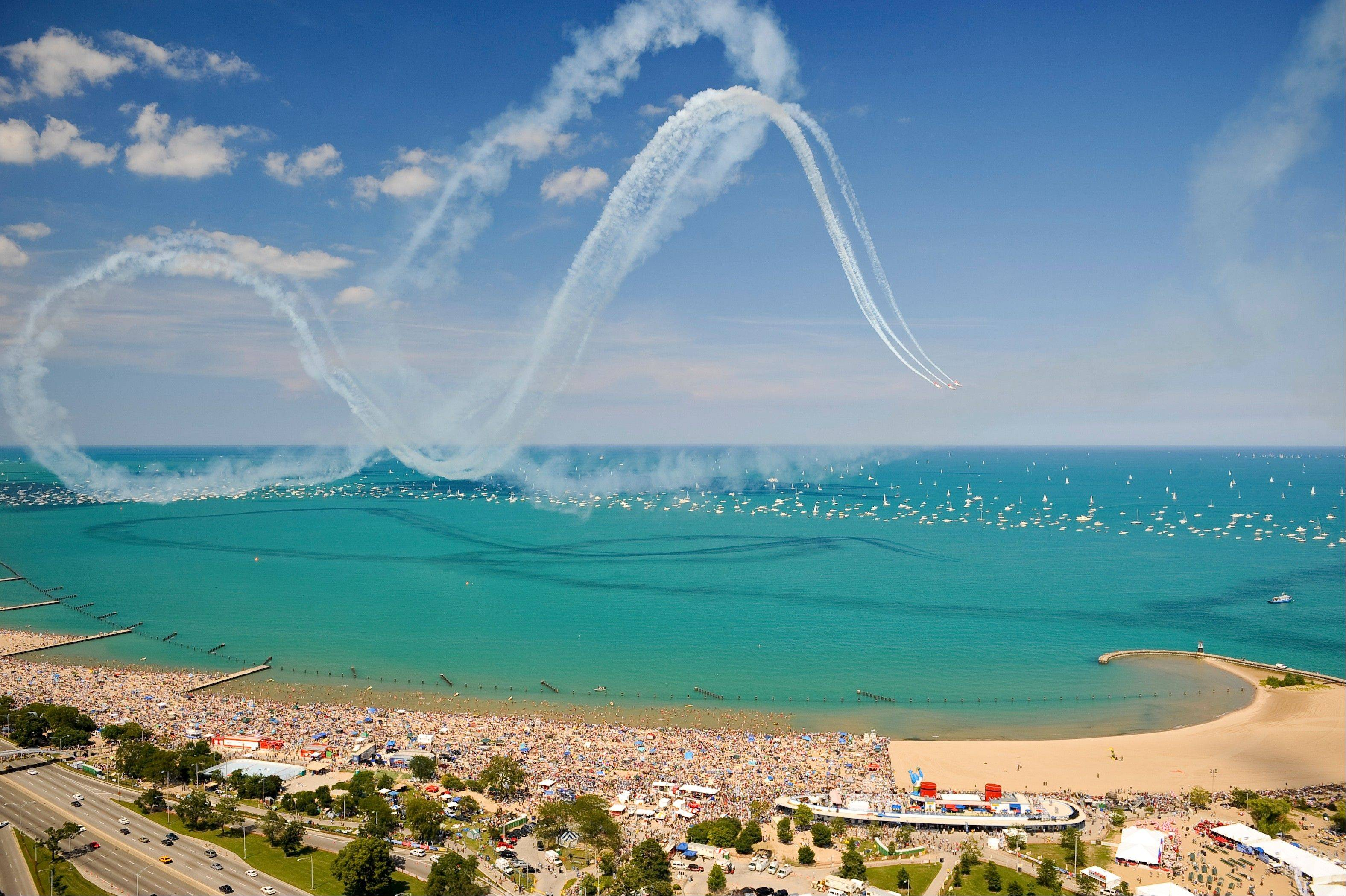 The AeroShell Aerobatic Team will dive and maneuver in front of crowds on North Avenue Beach Saturday and Sunday at the Chicago Air & Water Show.