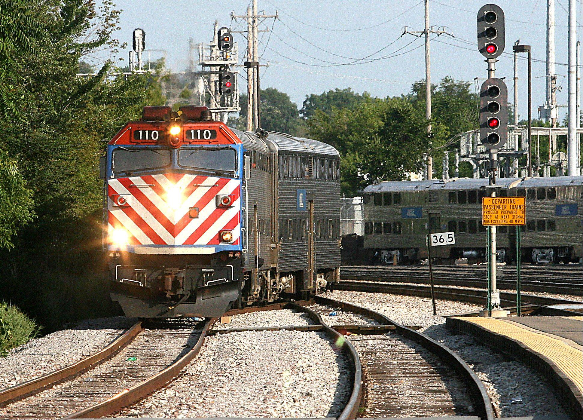 Patrick Kunzer/pkunzer@dailyherald.comA Metra commuter train arrives at the Elgin Chicago Street Station in July 2012.