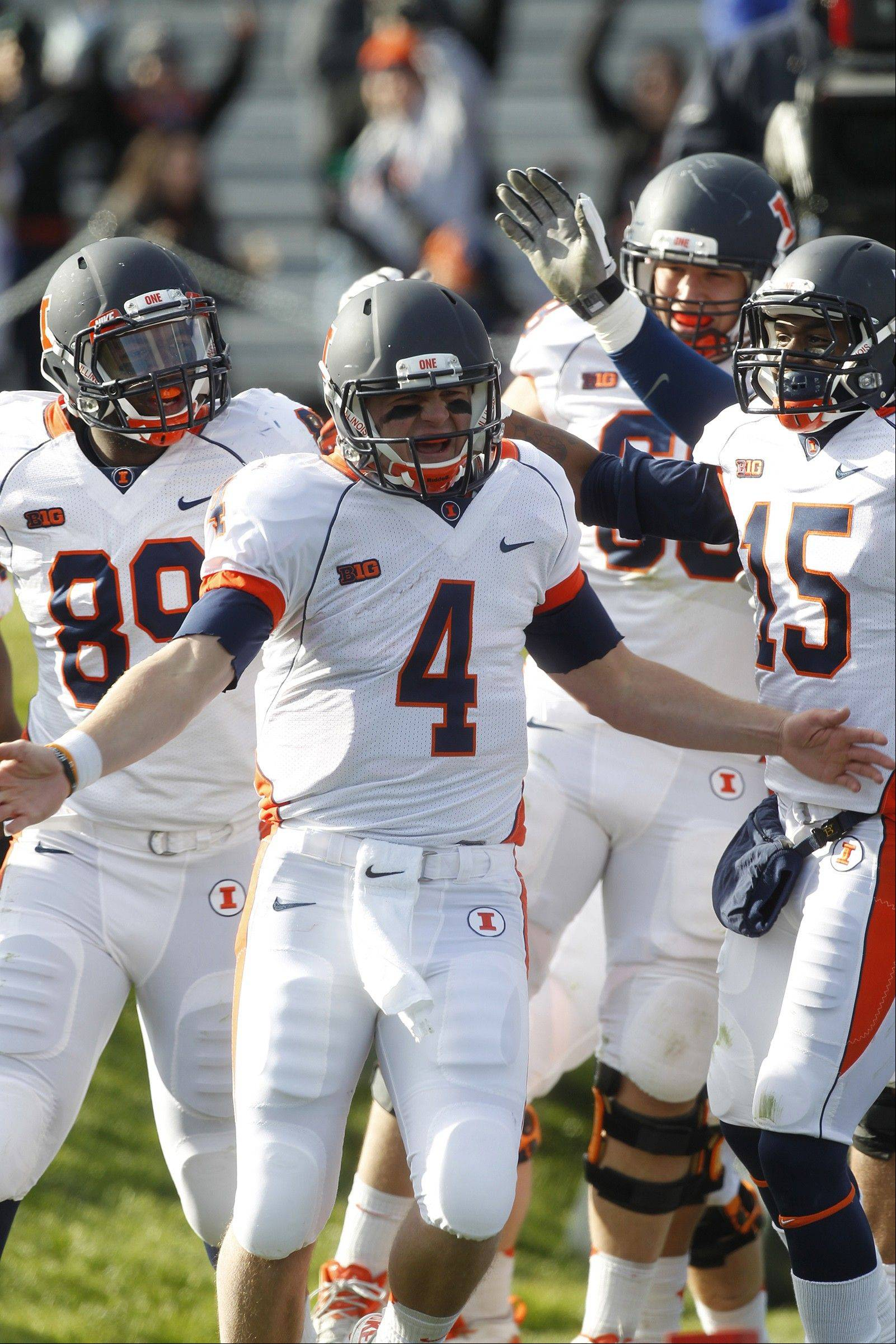 Former Wheaton Warrenville South quarterback Reilley O'Toole says the 2013 Illini team has a stronger bond this season, especially in the QB ranks.