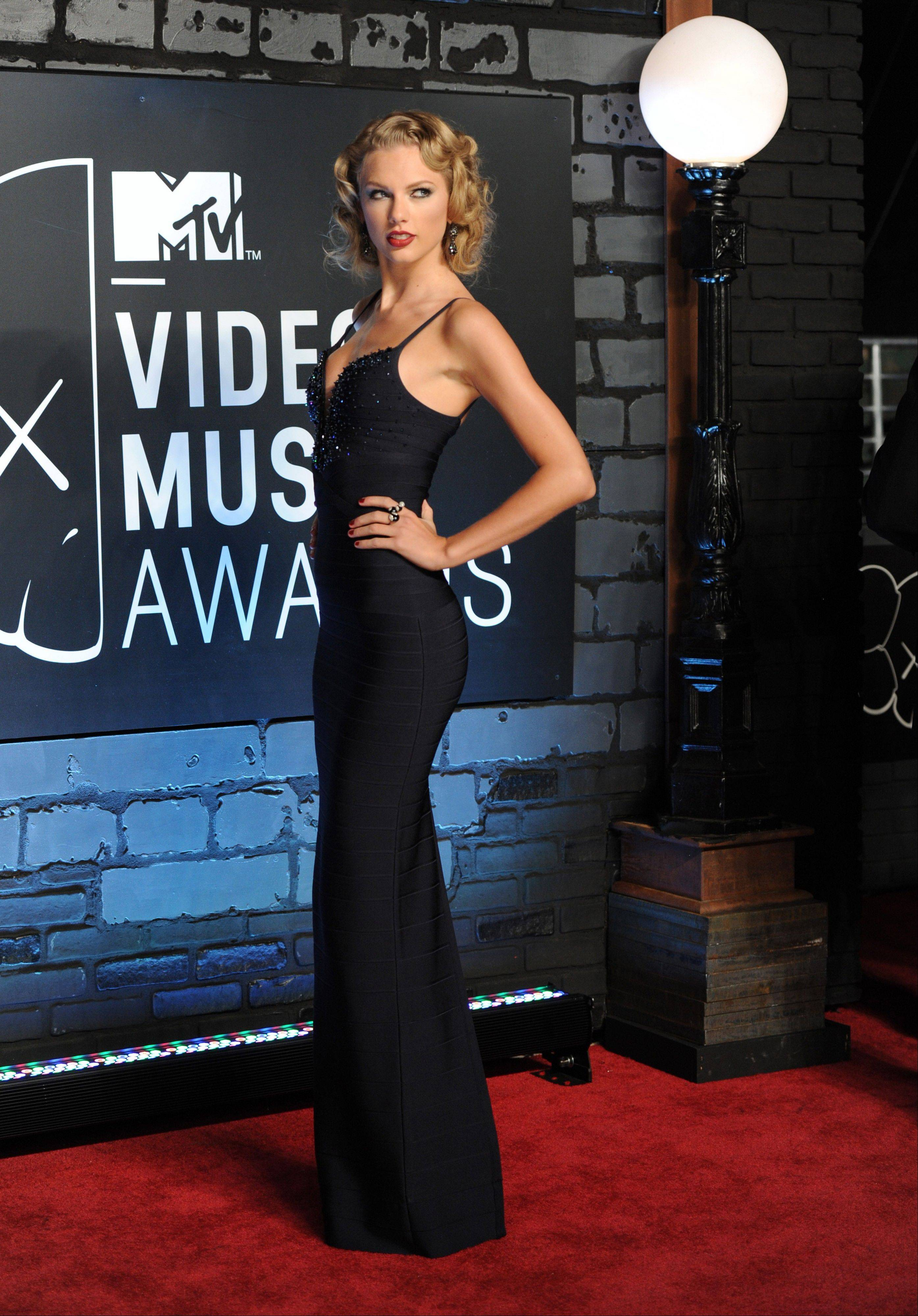 Taylor Swift arrives at the MTV Video Music Awards on Sunday, Aug. 25, 2013, at the Barclays Center in the Brooklyn borough of New York.