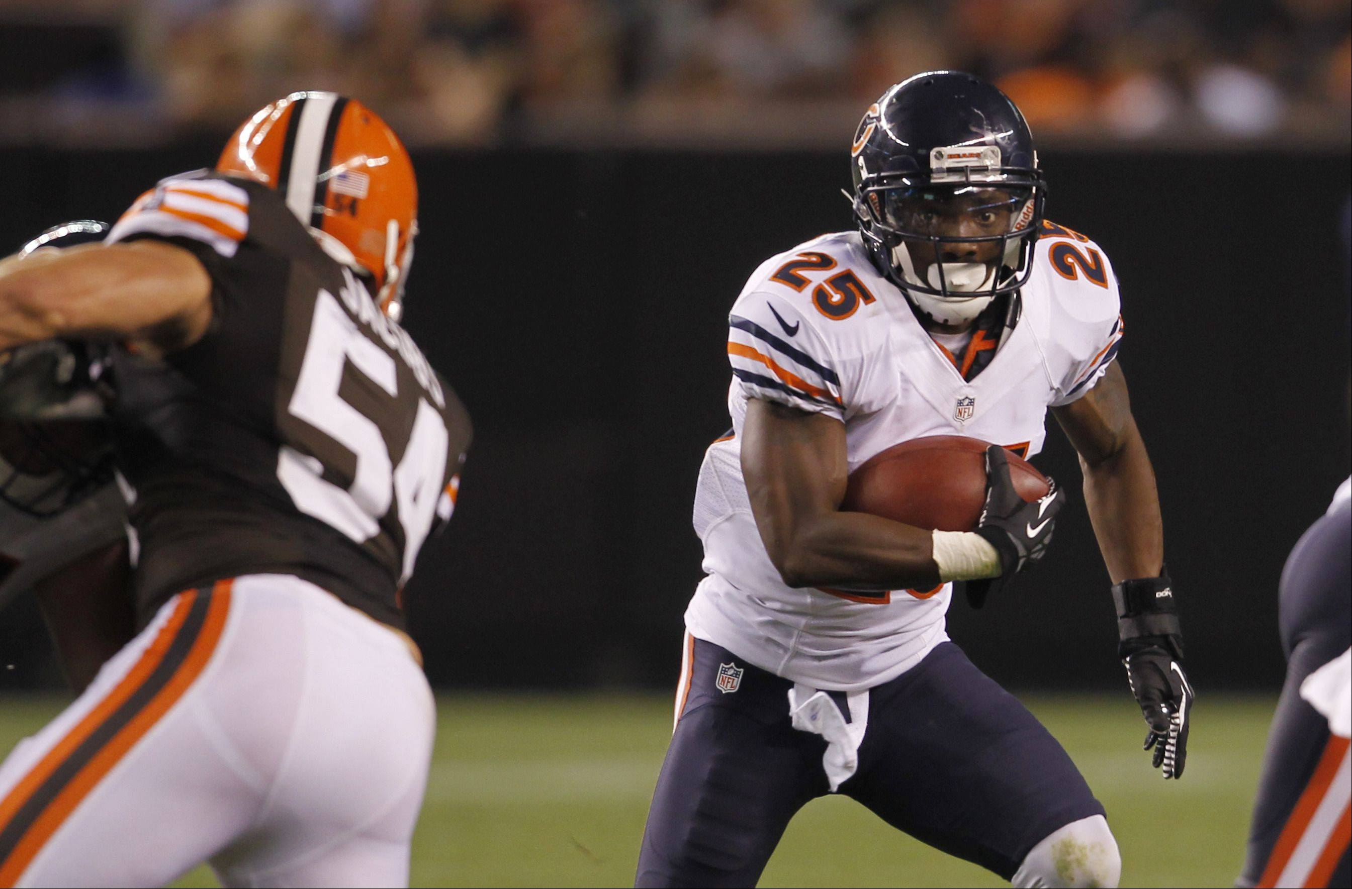 Armando Allen (25) runs against the Cleveland Browns in the third quarter of a preseason game last year. Allen is trying to hold off rookie Michael Ford for a spot on this year's Bears roster.