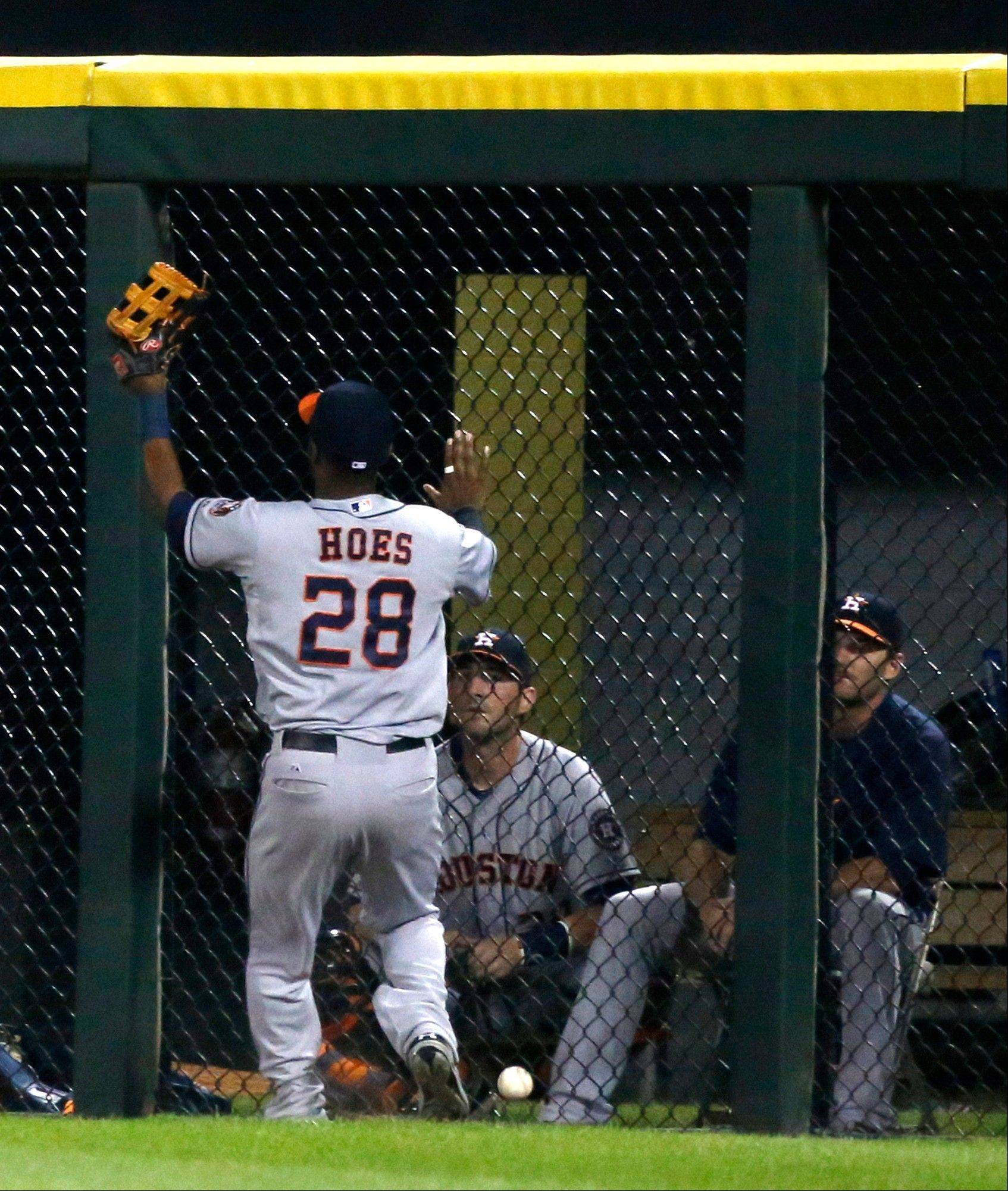 Houston Astros right fielder L.J. Hoes misjudges a fly ball hit bay Chicago White Sox's Gordon Beckham during the fifth inning of a baseball game, Monday, Aug. 26, 2013, in Chicago. Alejandro De Aza scored on Hoes' fielding error. (AP Photo/Charles Rex Arbogast)
