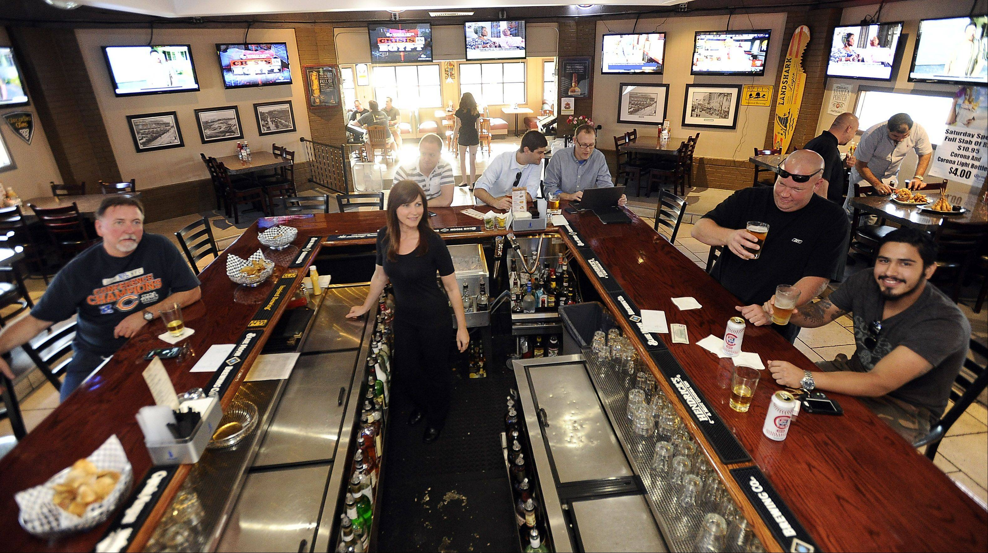 Patrons take in sports and hearty meals at the Union Ale House in Prospect Heights.