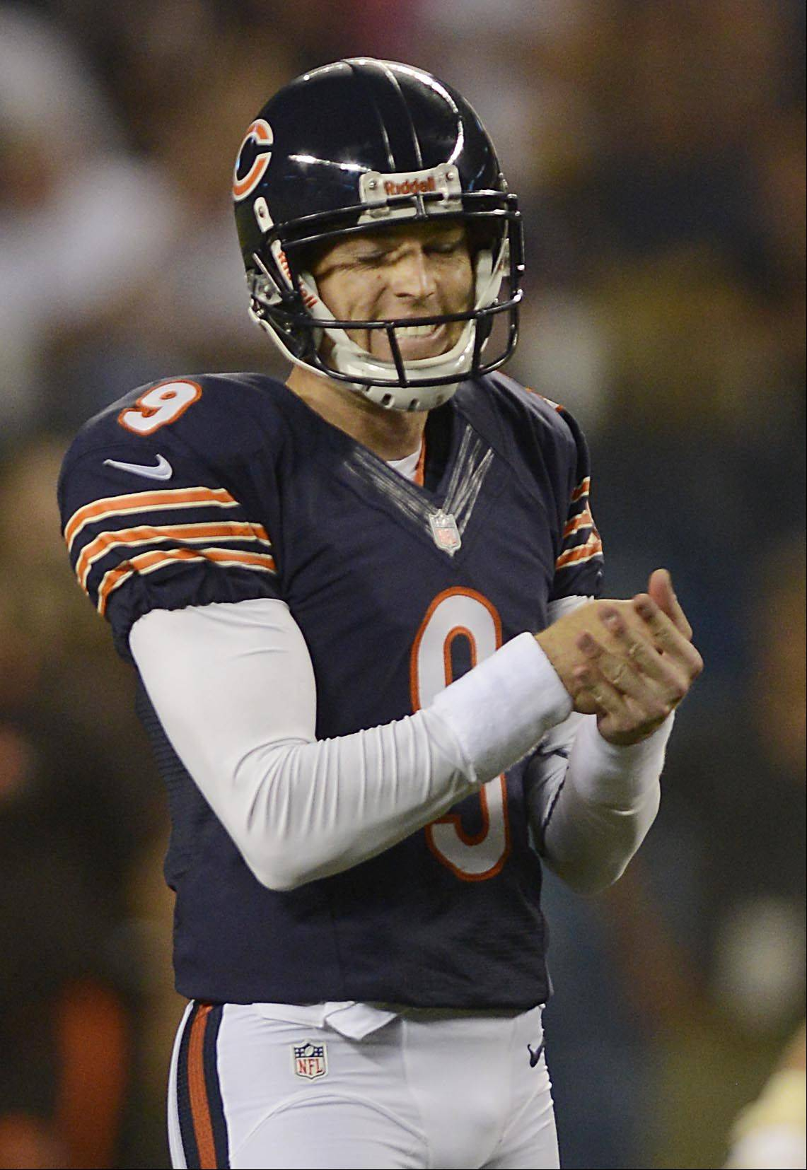 Chicago Bears kicker Robbie Gould reacts after missing a 57-yard field goal attempt in the final seconds.