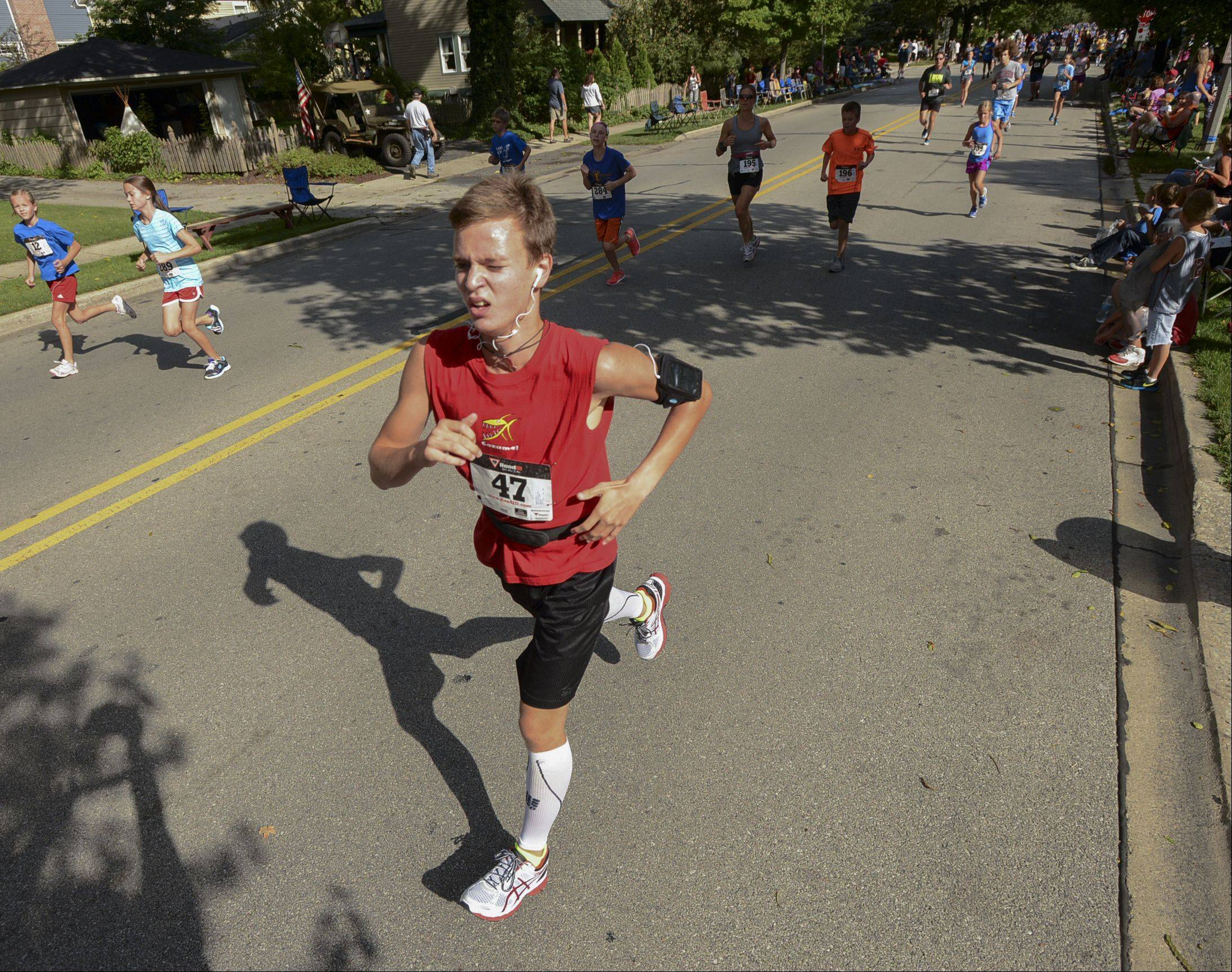 Runner participate in the Fling Mile during the Jaycees' Last Fling in Naperville, Monday.