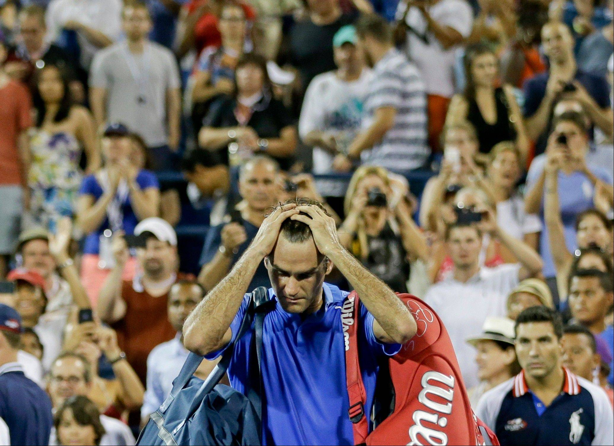 Roger Federer walks off the court after losing to Tommy Robredo on Monday during the fourth round of the U.S. Open in New York.