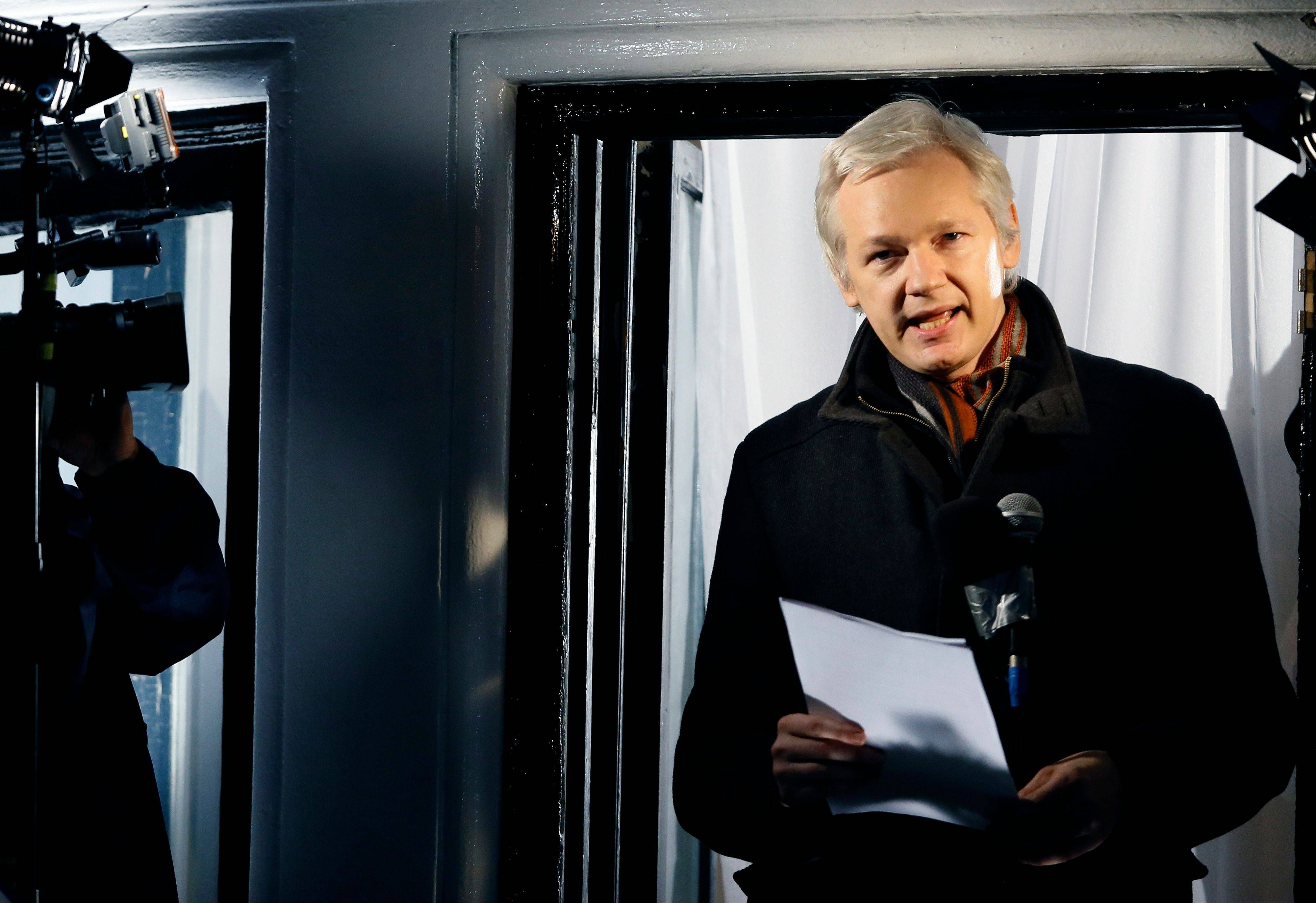 Julian Assange, founder of WikiLeaks, has asked Swedish police to investigate what happened to a suitcase he suspects was stolen from him when he traveled from Sweden to Germany in 2010.