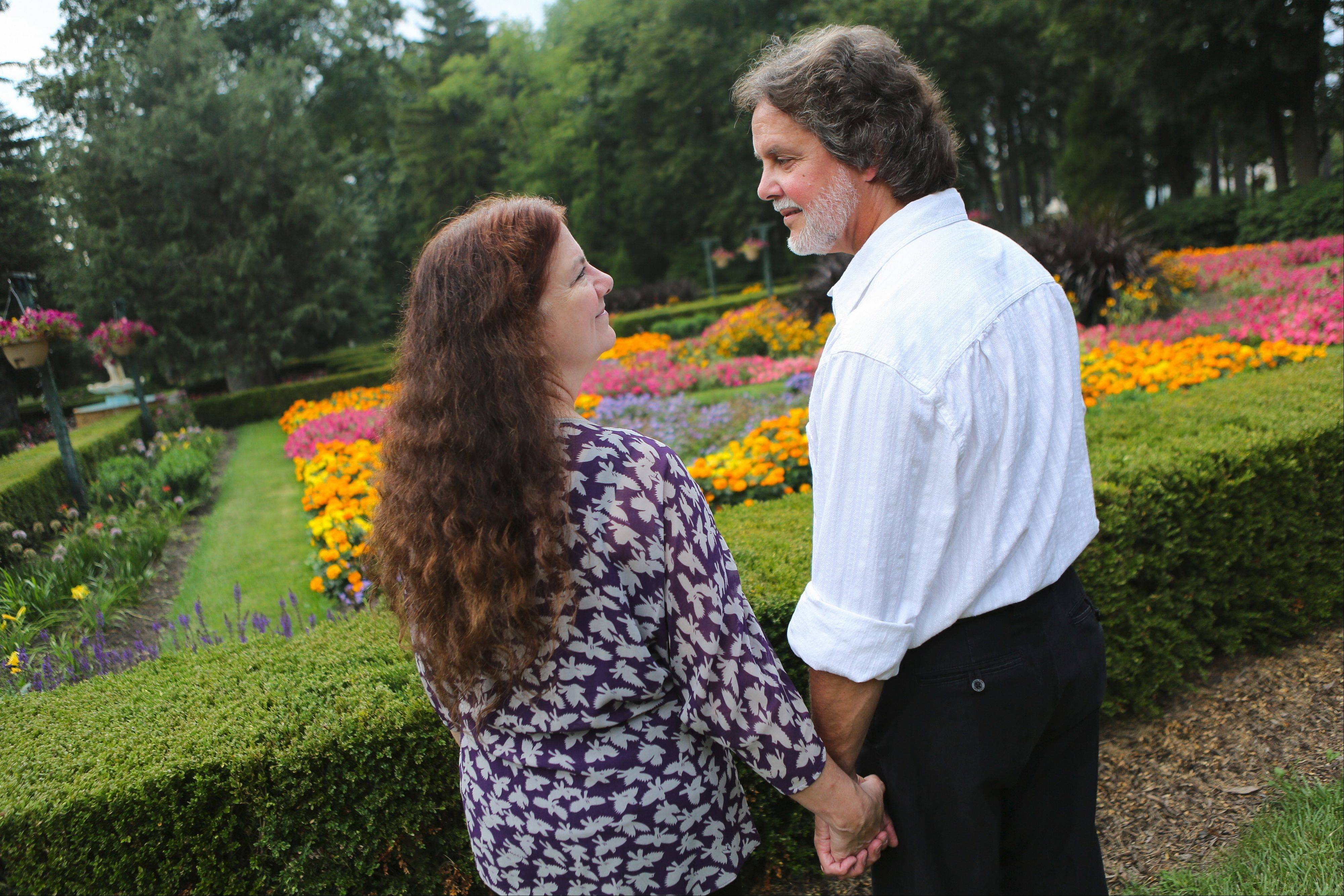 "Jon Leslie Lynn and Paddy Lynn will perform ""Love Letters"" at 7:30 p.m. Thursday and Friday, Sept. 12 and 13, at the Outdoor Theatre of Loyola at Cuneo Mansion and Gardens."