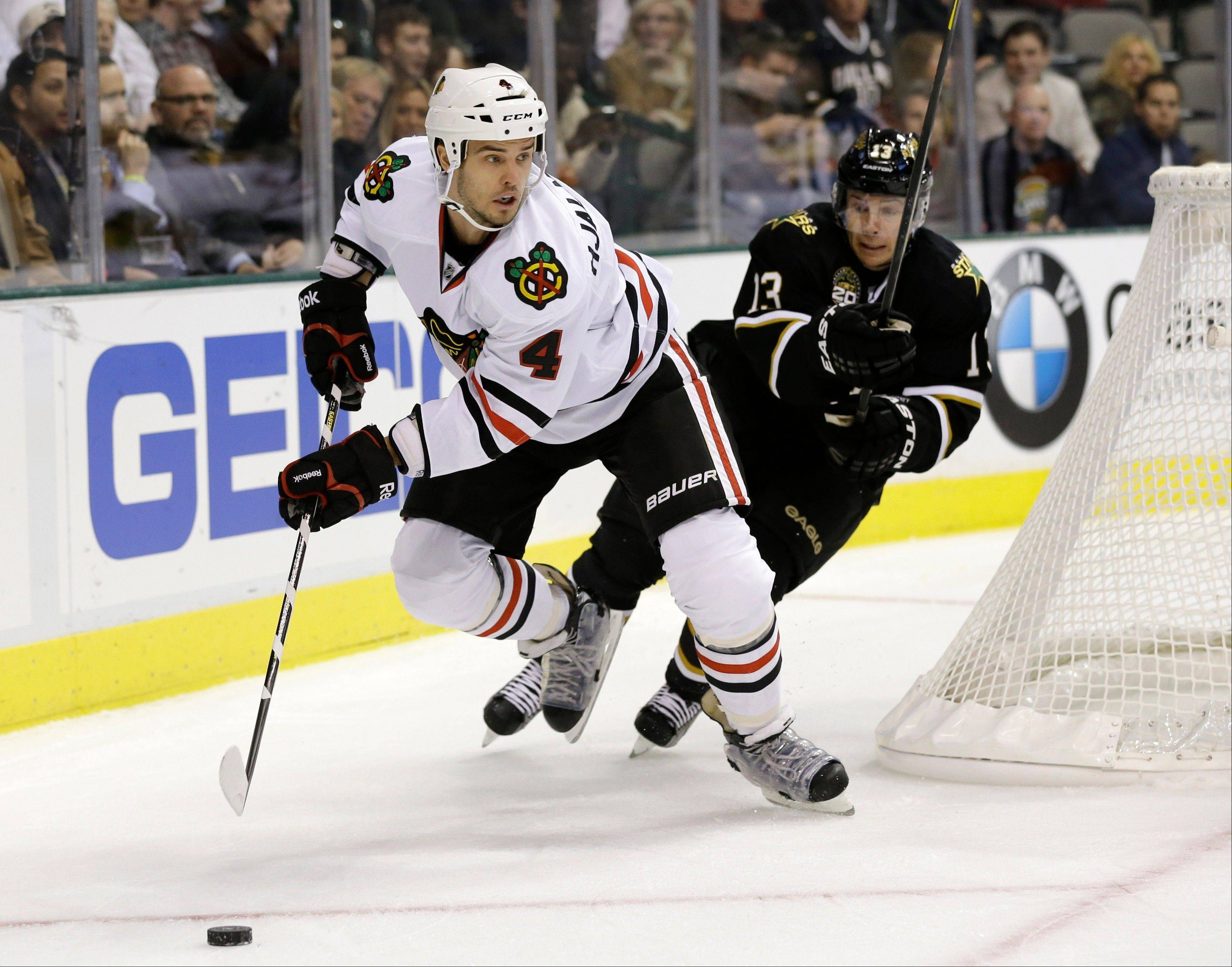 Blackhawks defenseman Niklas Hjalmarsson has agreed to a 5-year contract extension with the Hawks.