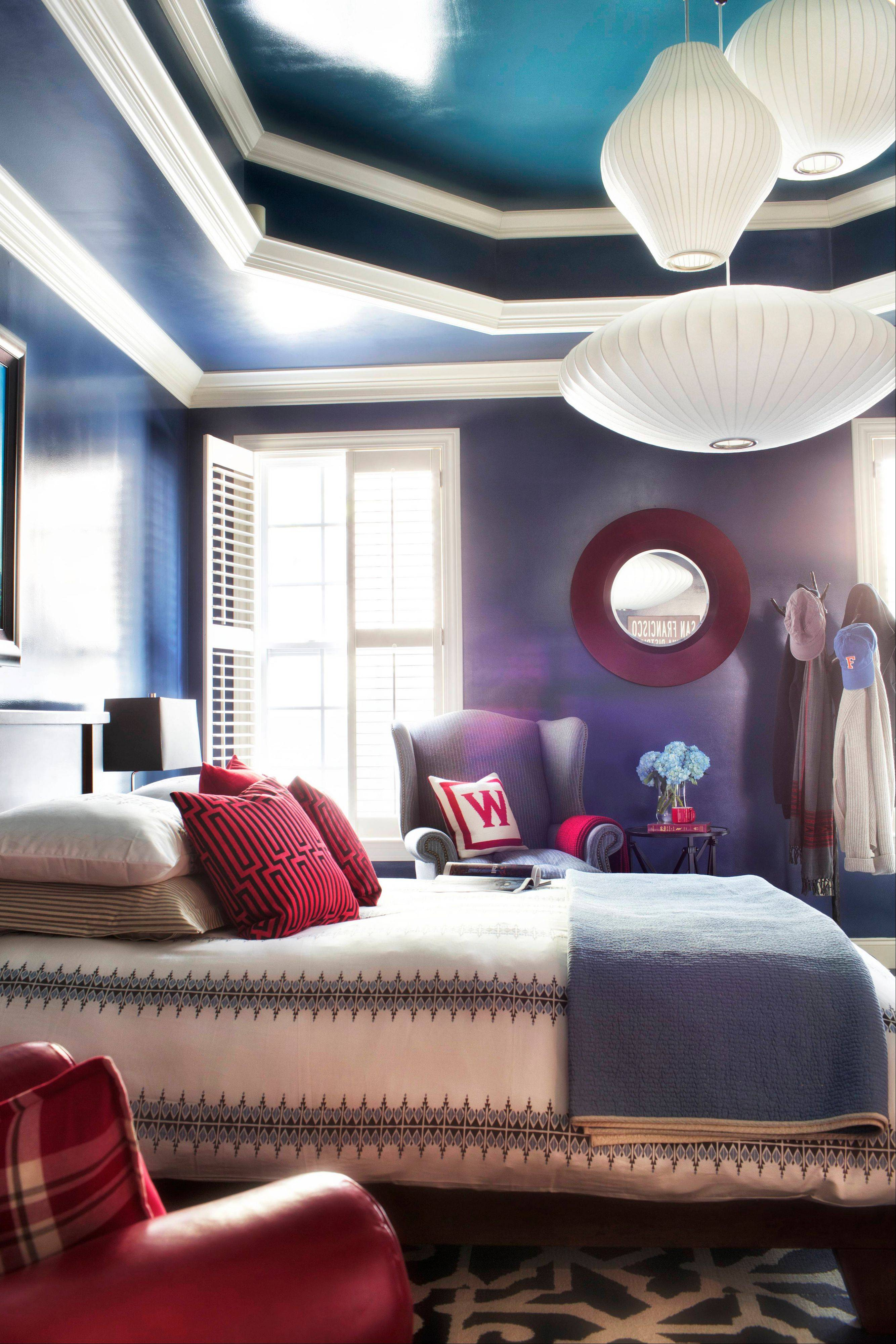 Designer Brian Patrick Flynn groups several vintage George Nelson bubble pendants together to hang above this bed, creating a warm pool of light in the bedroom.